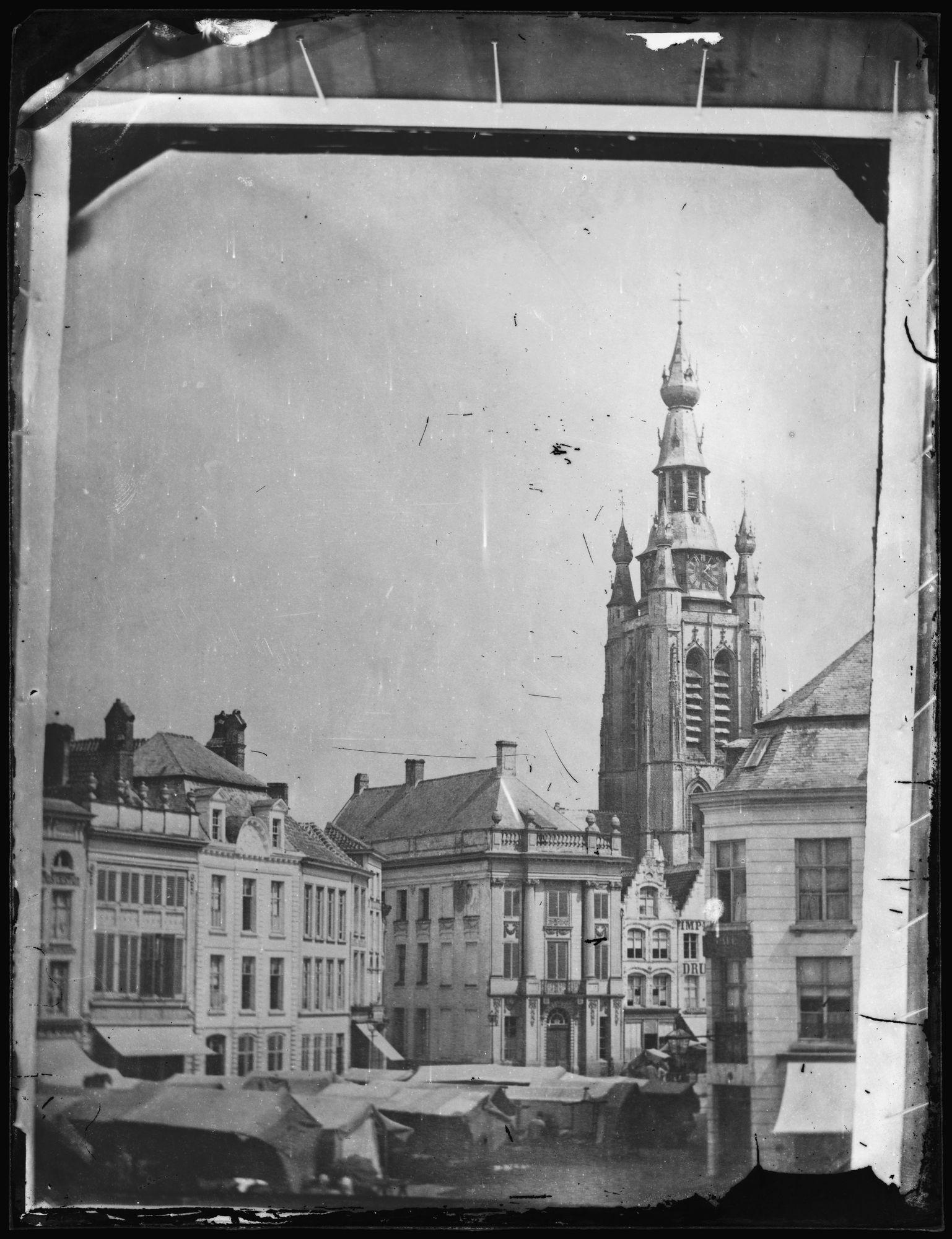 Marktdag op de Grote Markt voor 1899