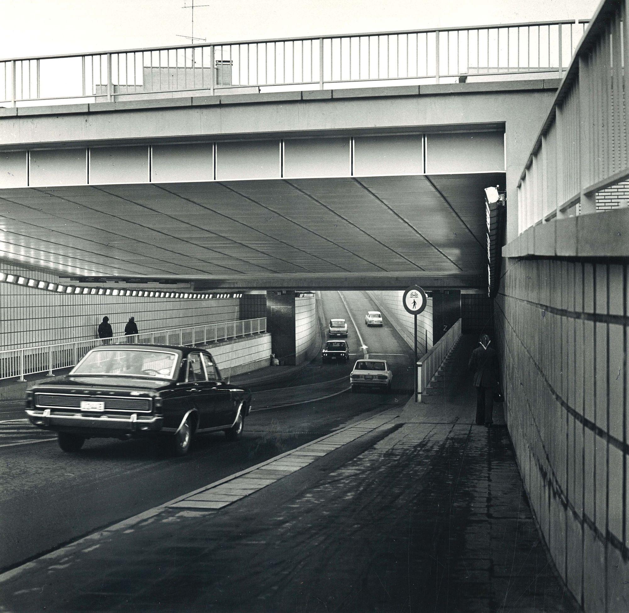 Spoorwegtunnel in de Doorniksestraat te Kortrijk 1972