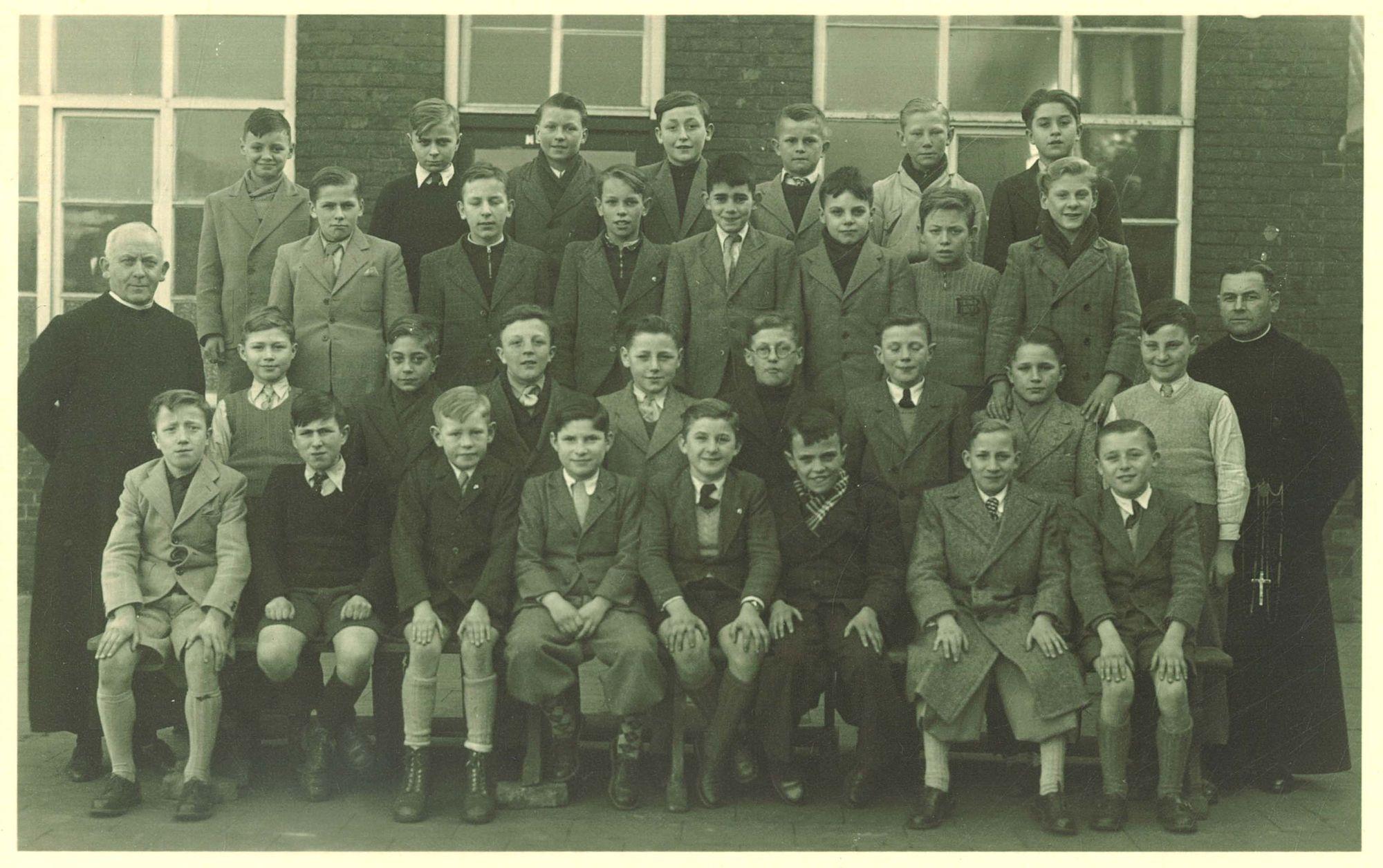 Klasfoto 6e leerjaar Broederschool Overleie 1948-49