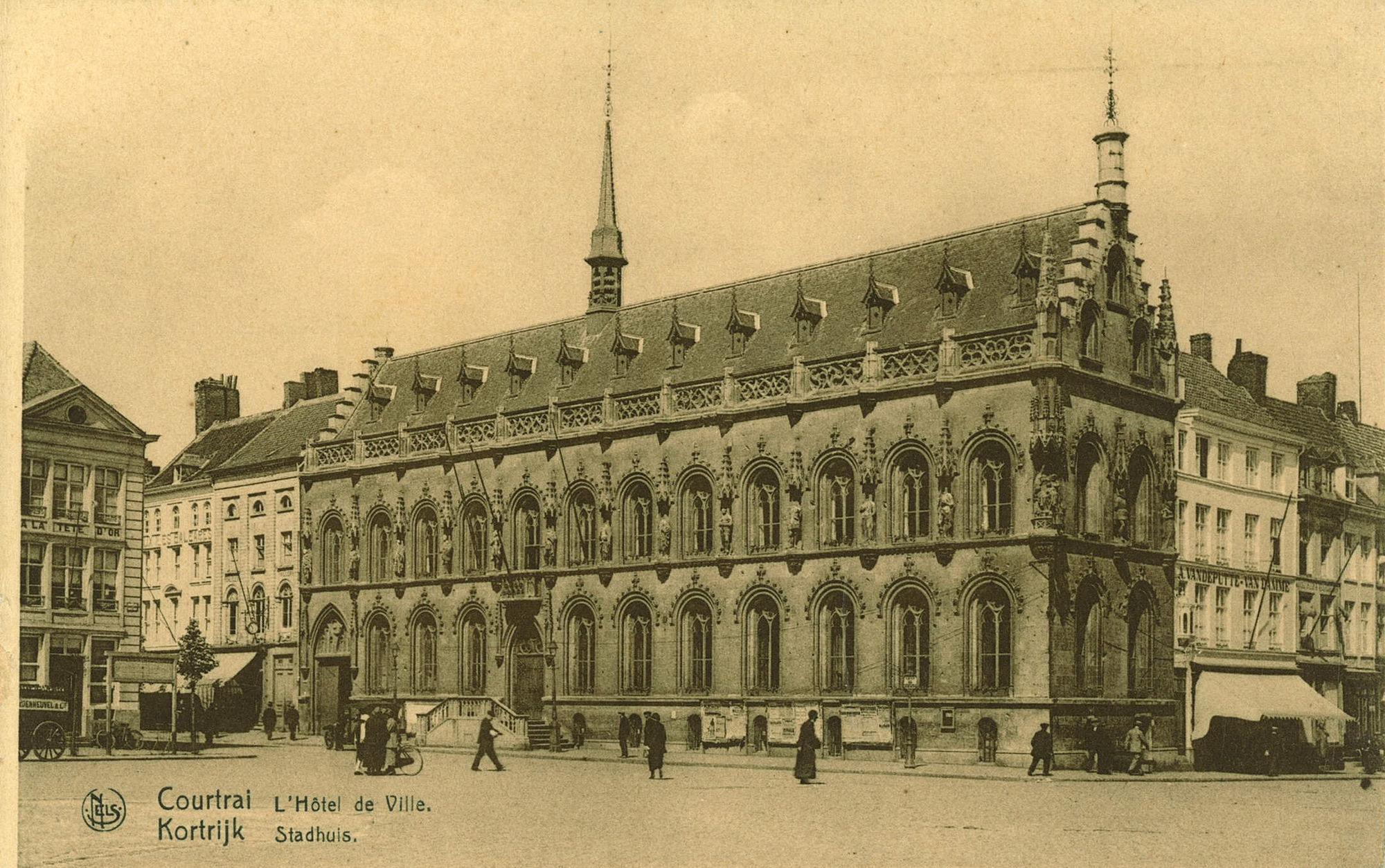 Grote Markt, met stadhuis, Rijselsestraat en Leiestraat