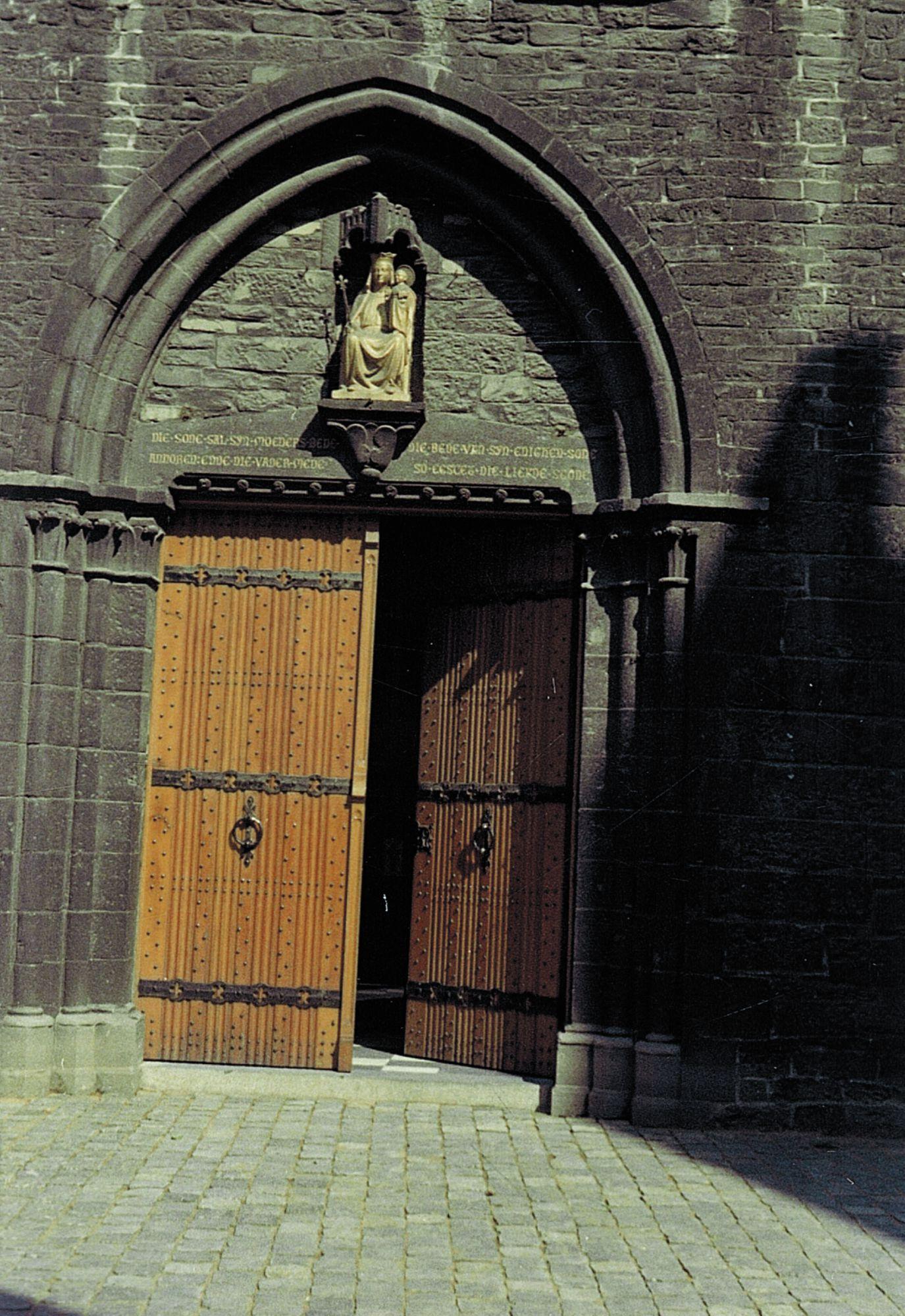 Hoofdingang Onze-Lieve-Vrouwekerk