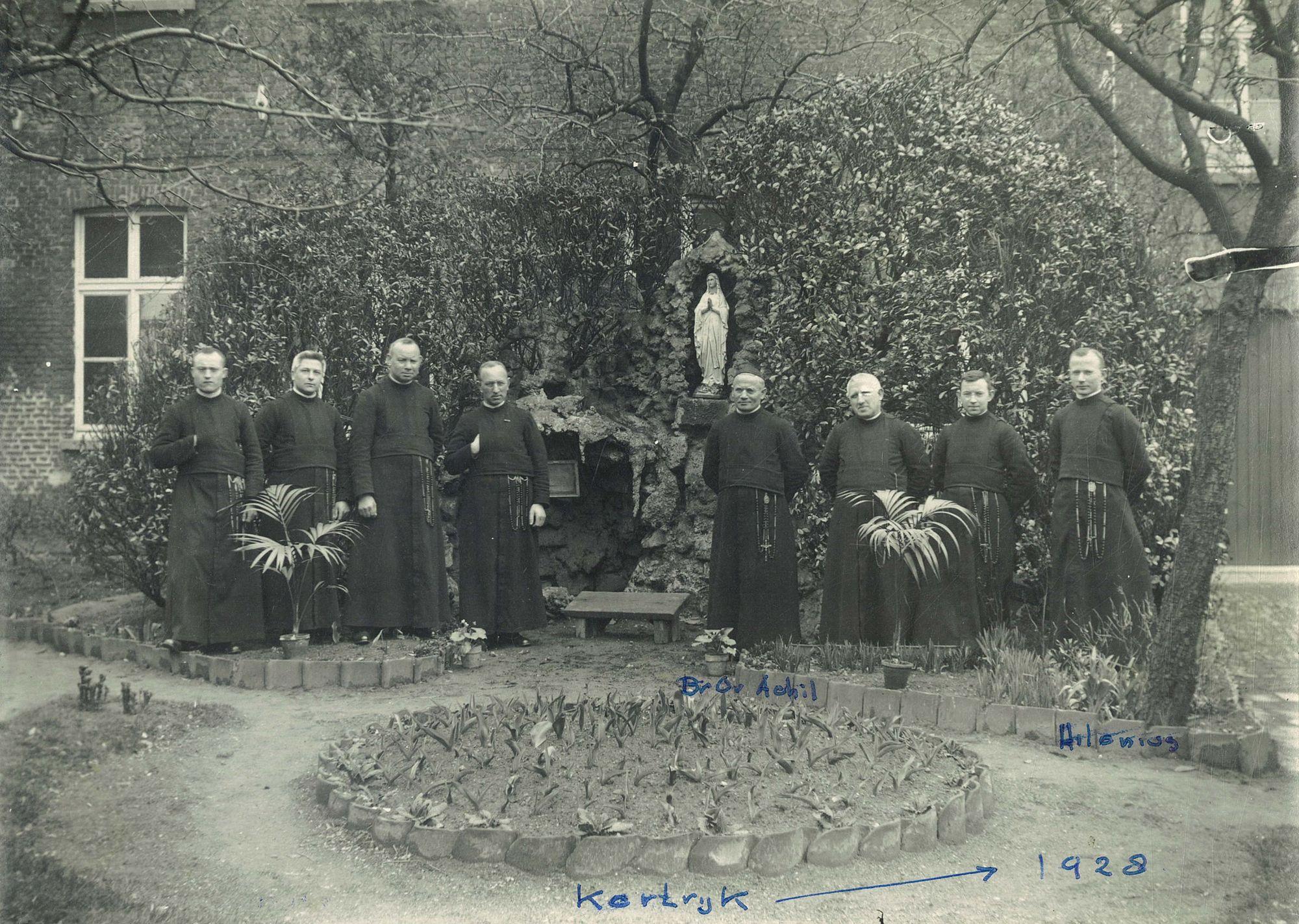 Groepsfoto broeders Broederschool Overleie