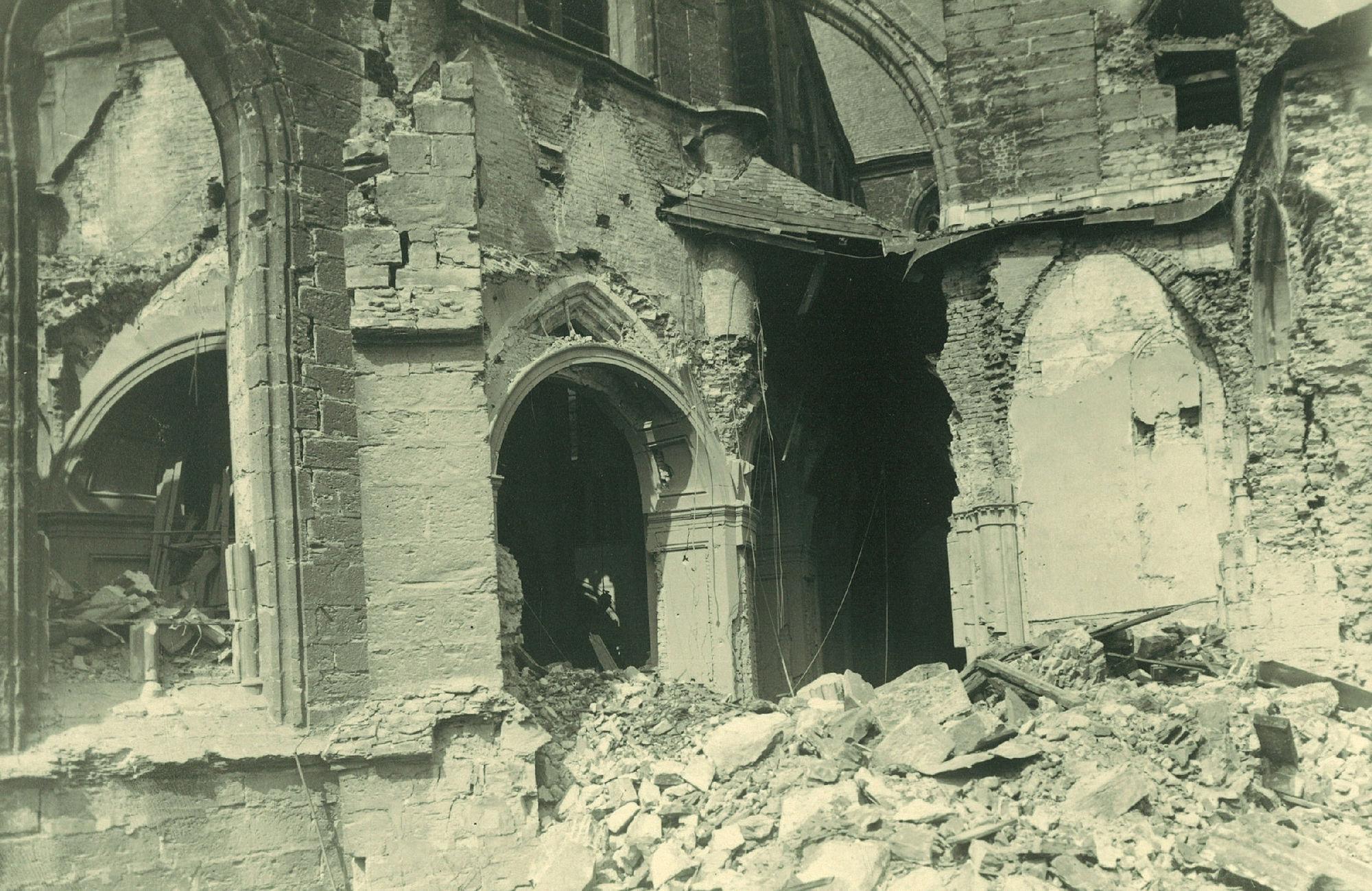 De Onze-Lieve-Vrouwekerk in 1944