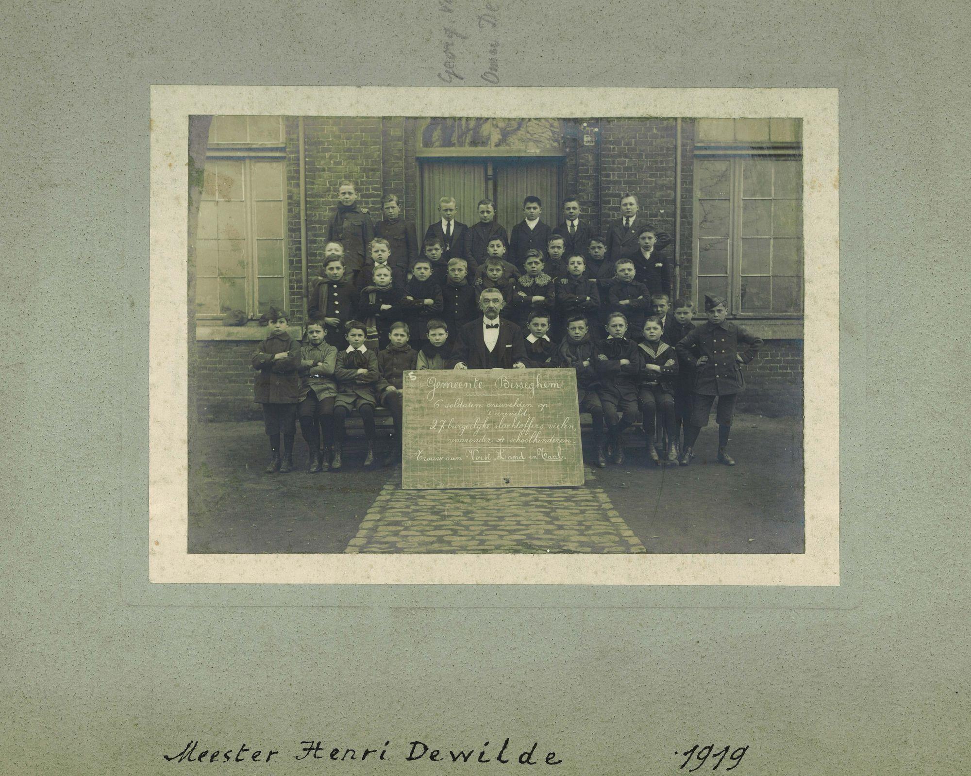 Klasfoto jongensschool Bissegem 1919