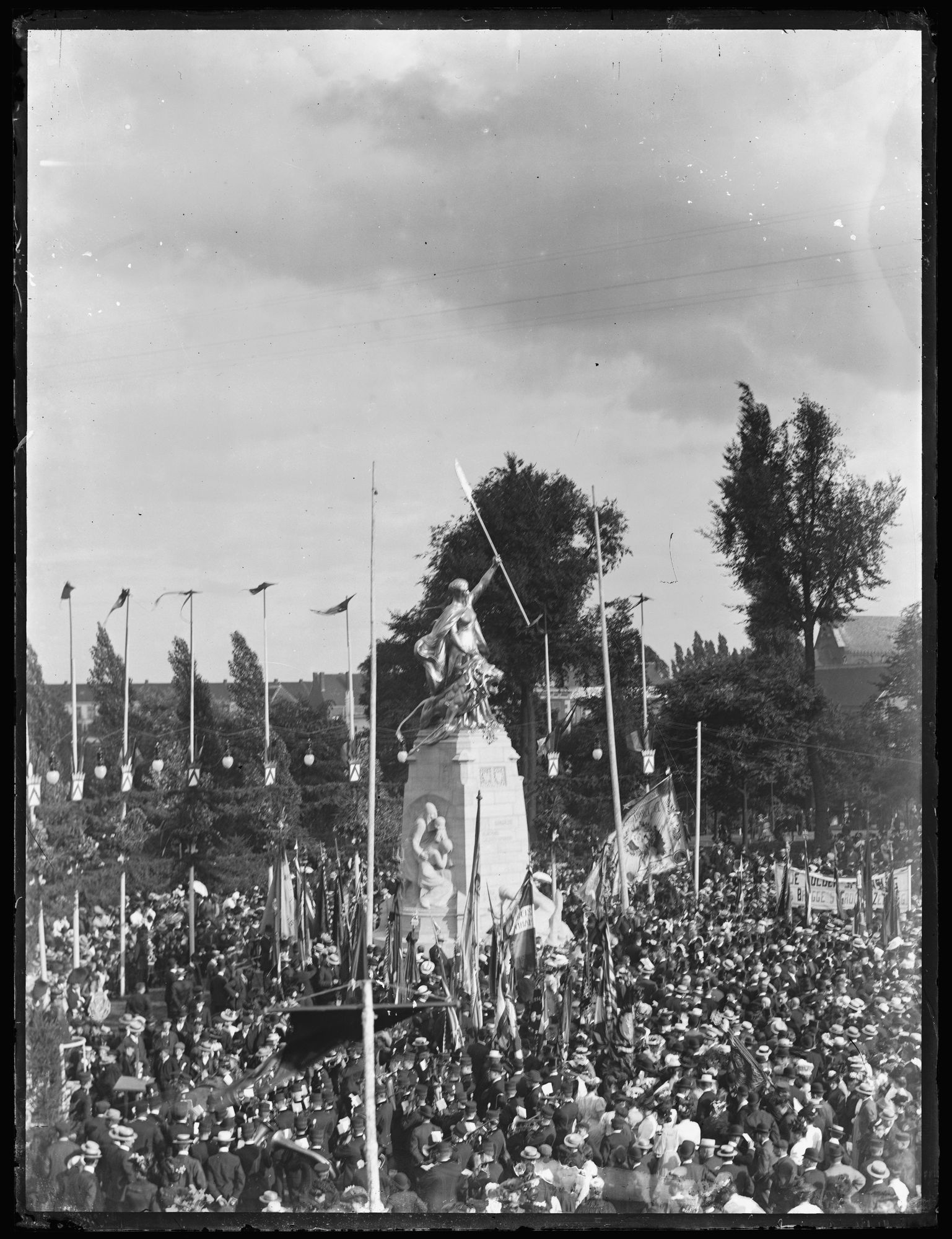 Inhuldiging Groeningemonument in 1906