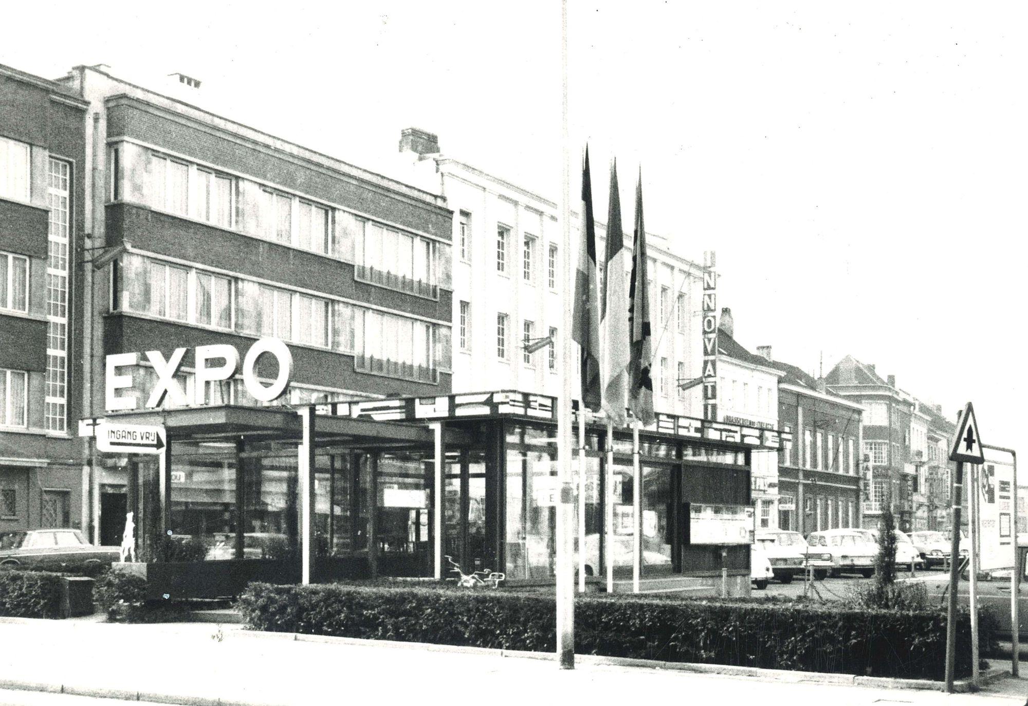 EXPO-kiosk op het Schouwburgplein in Kortrijk 1975