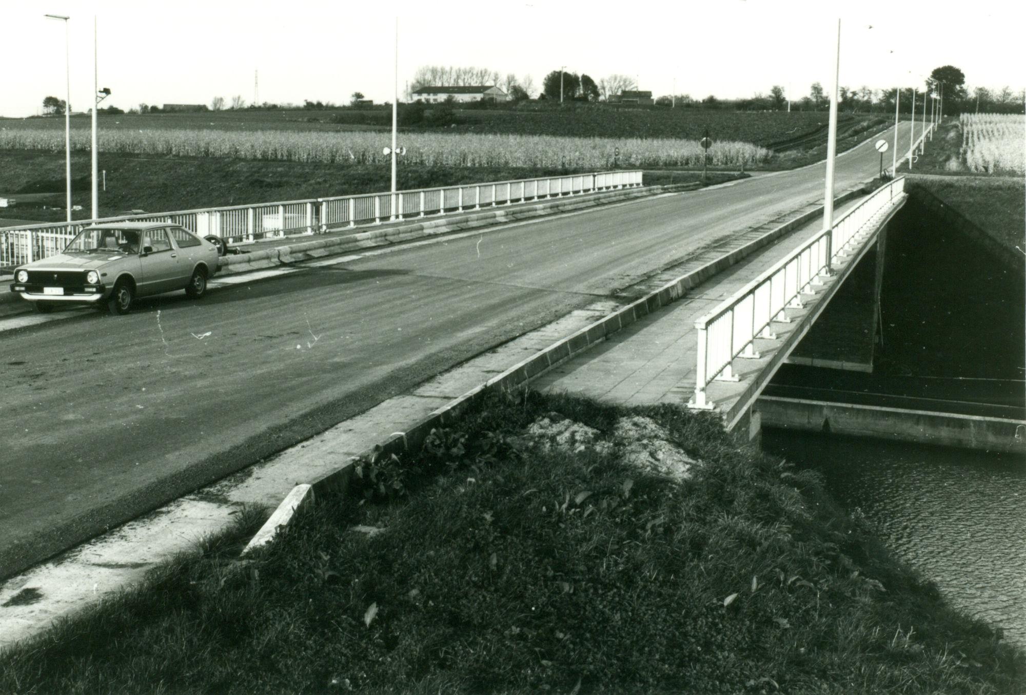 Brug over het kanaal Bossuit-Kortrijk te Moen 1981