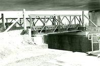 Baileybrug over Sluis nr. 9 op het Kanaal Bossuit-Kortrijk 1981