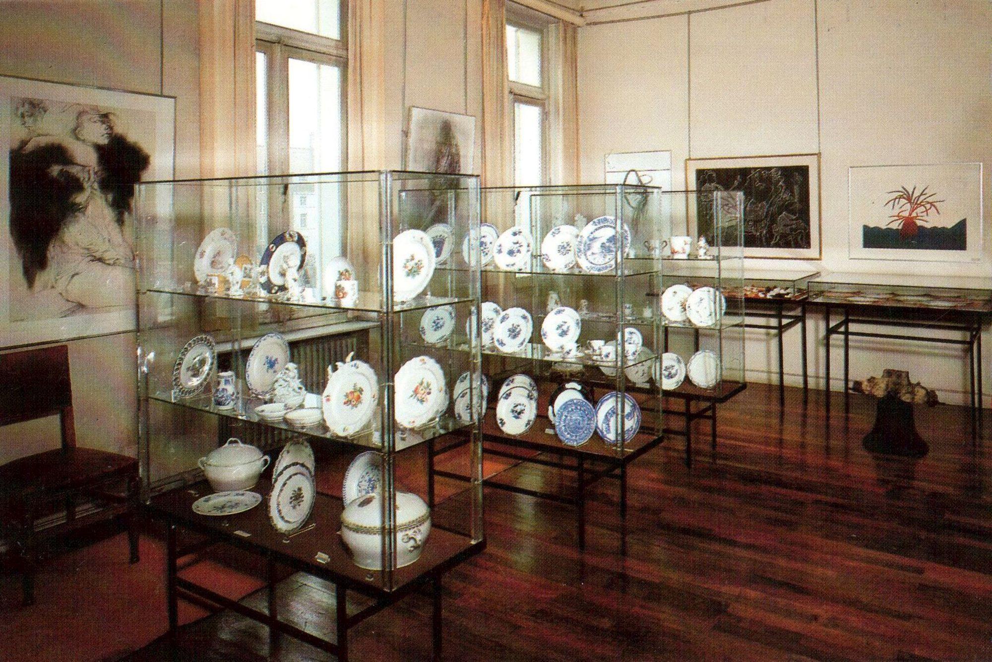 Collectie porselein van het Stedelijk Museum Kortrijk