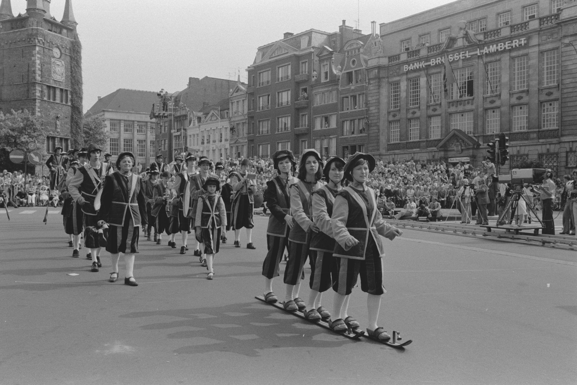 Historische optocht tijdens de 11 juliviering 1982