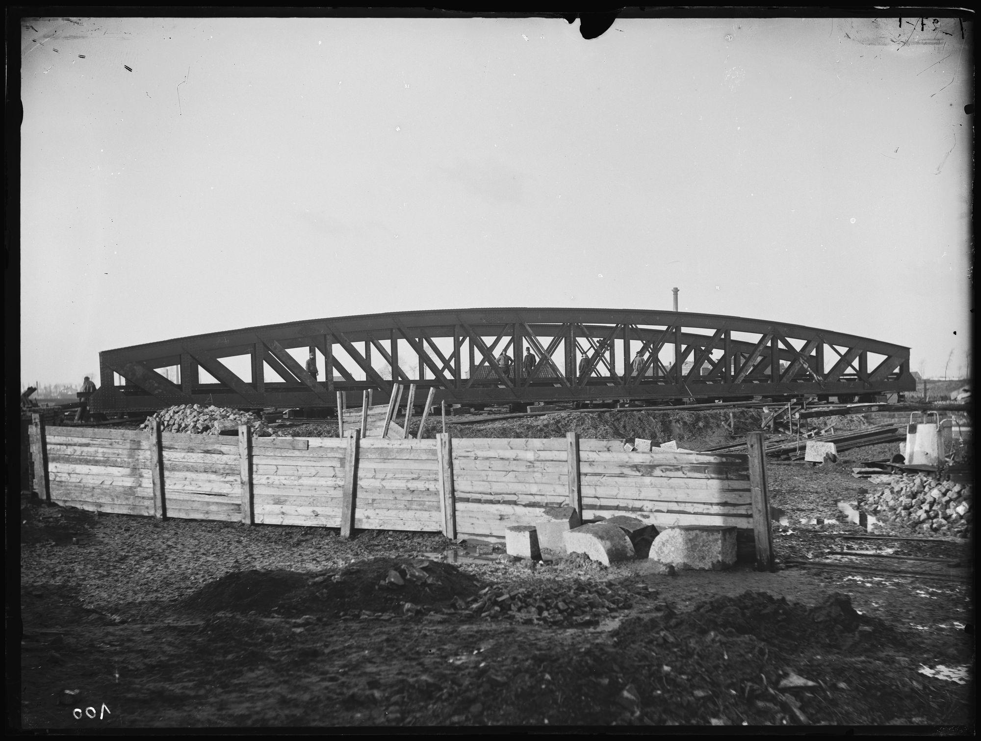Aanleg van de Noordbrug of Gerechtshofbrug circa 1892
