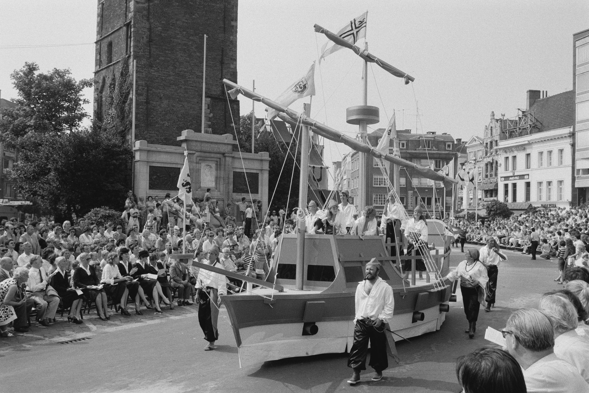 Praalwagen in de historische stoet tijdens de 11 juliviering 1982