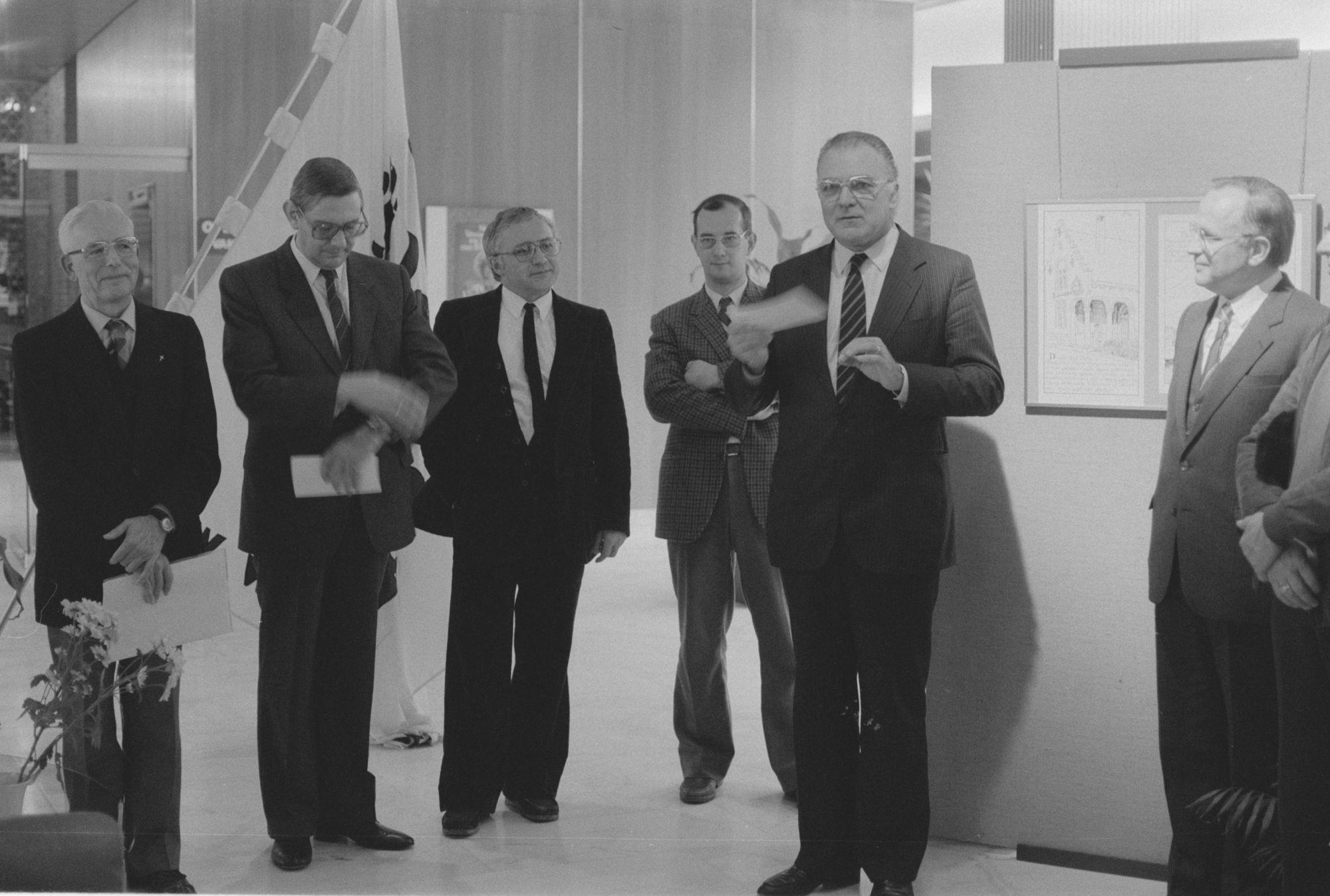 Luc Vercruysse en burgemeester De Jaegere op de tentoonstelling 'Kortrijk vroeger'