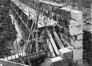 Broeltorens en kaaimuren: restauratie 1960