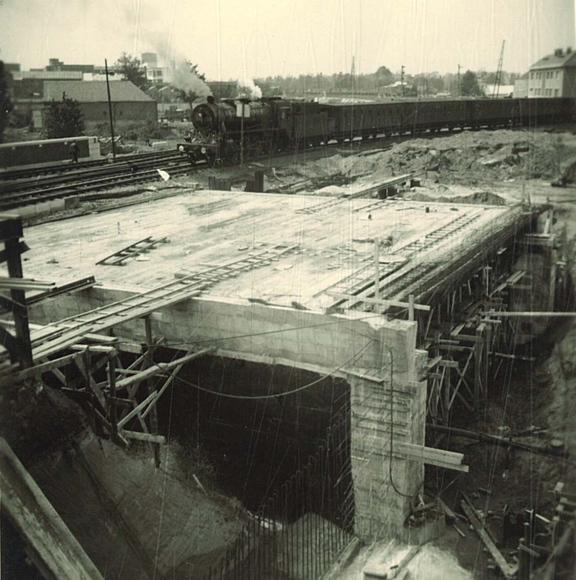 Bouw van een spoorwegtunnel in de Zandstraat