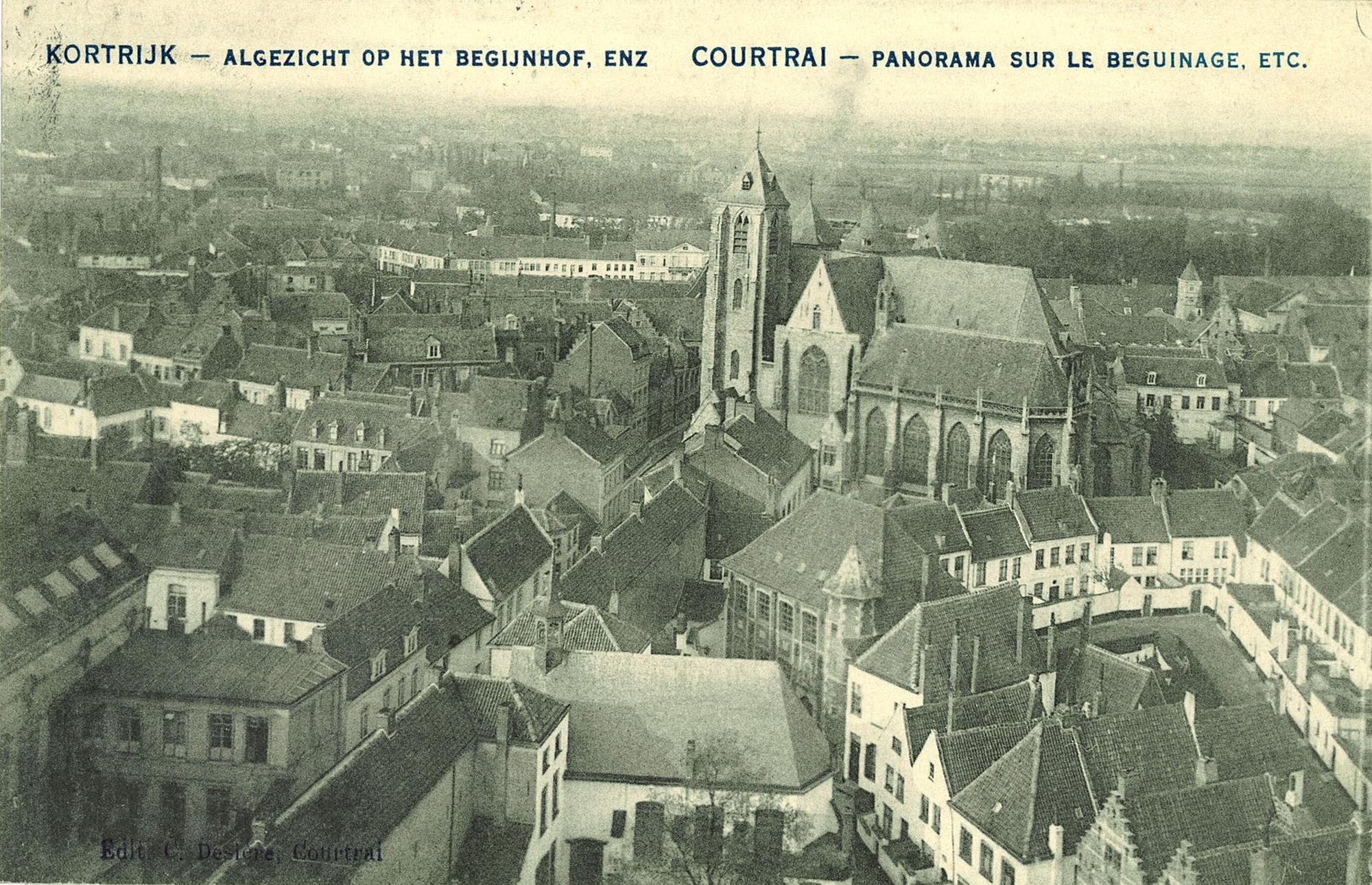 Panoramafoto met het begijnhof en de Onze-Lieve-Vrouwekerk