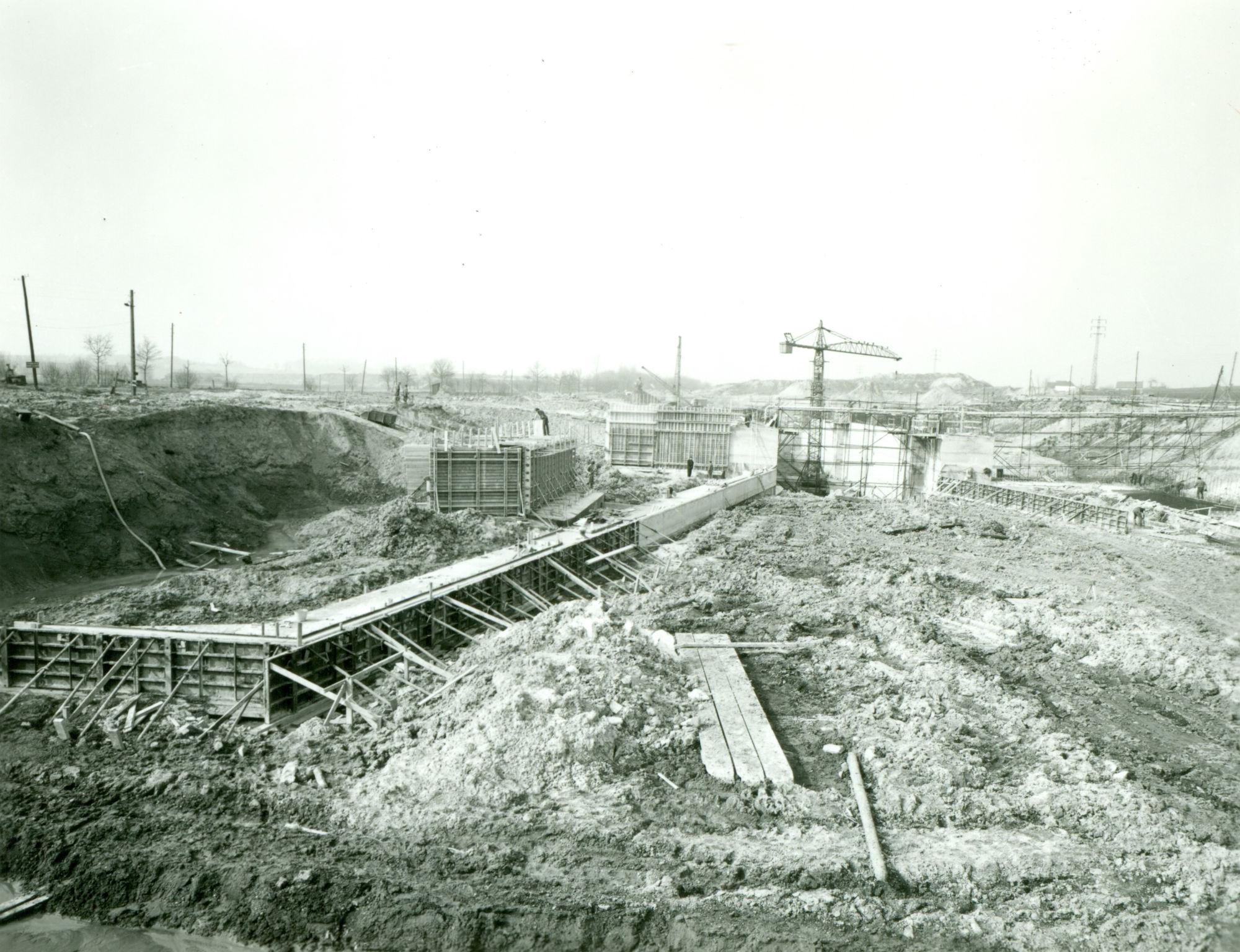 Bouw nieuwe sluis te Moen 1971