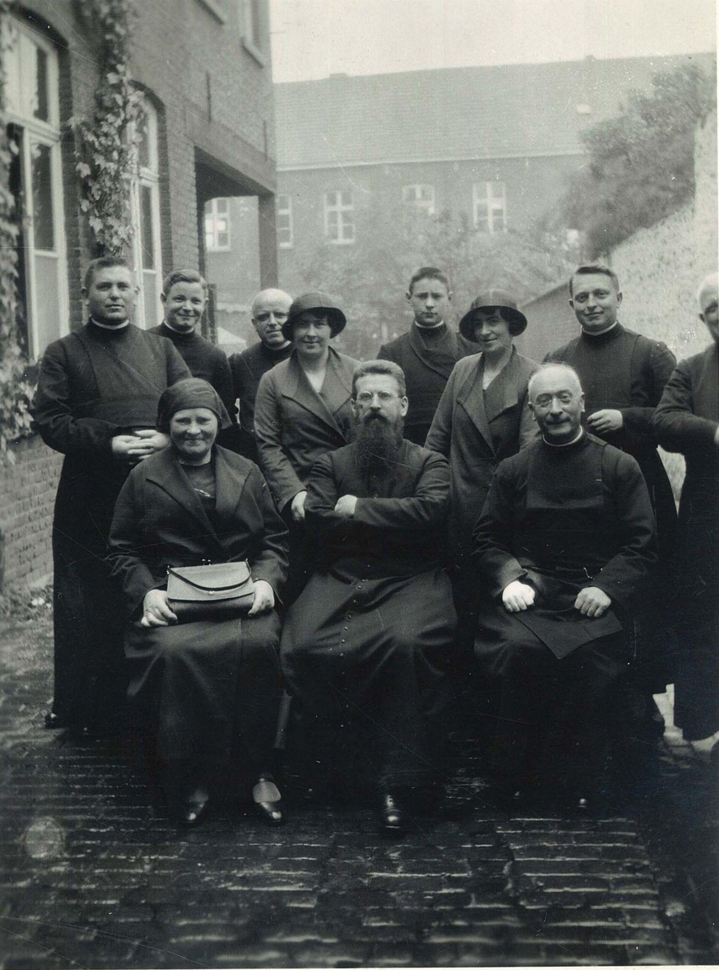 Pater Jan De Smet op bezoek bij de broeders van Overleie