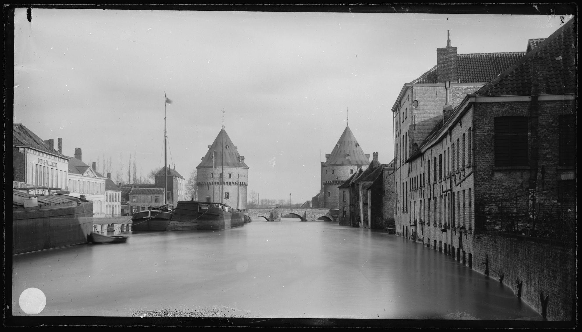 Broeltorens tijdens overstroming in 1885