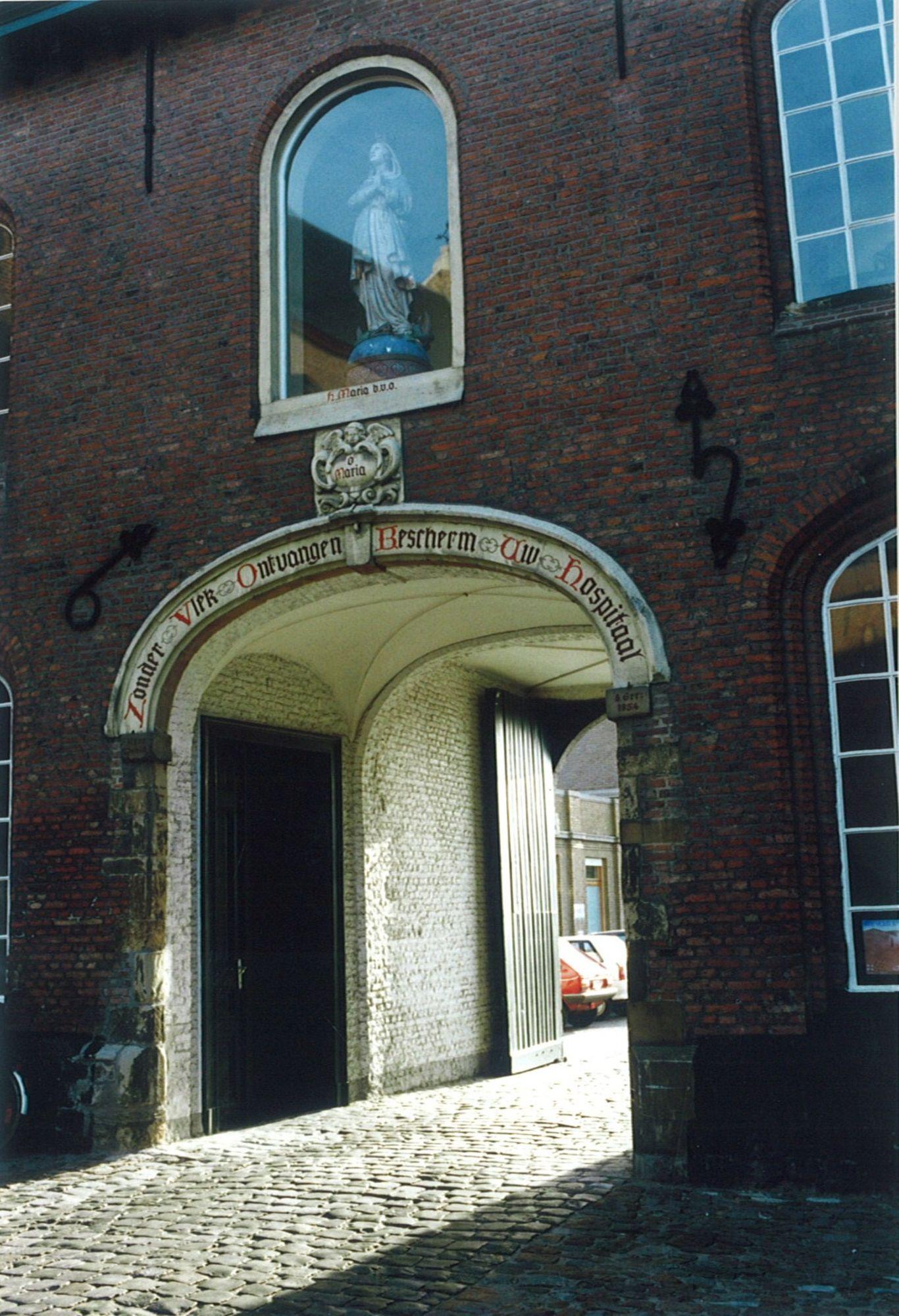 Poort klooster Onze-Lieve-Vrouwehospitaal