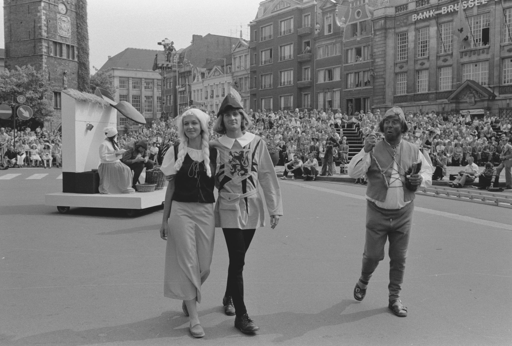 Optocht tijdens de 11 juliviering 1982