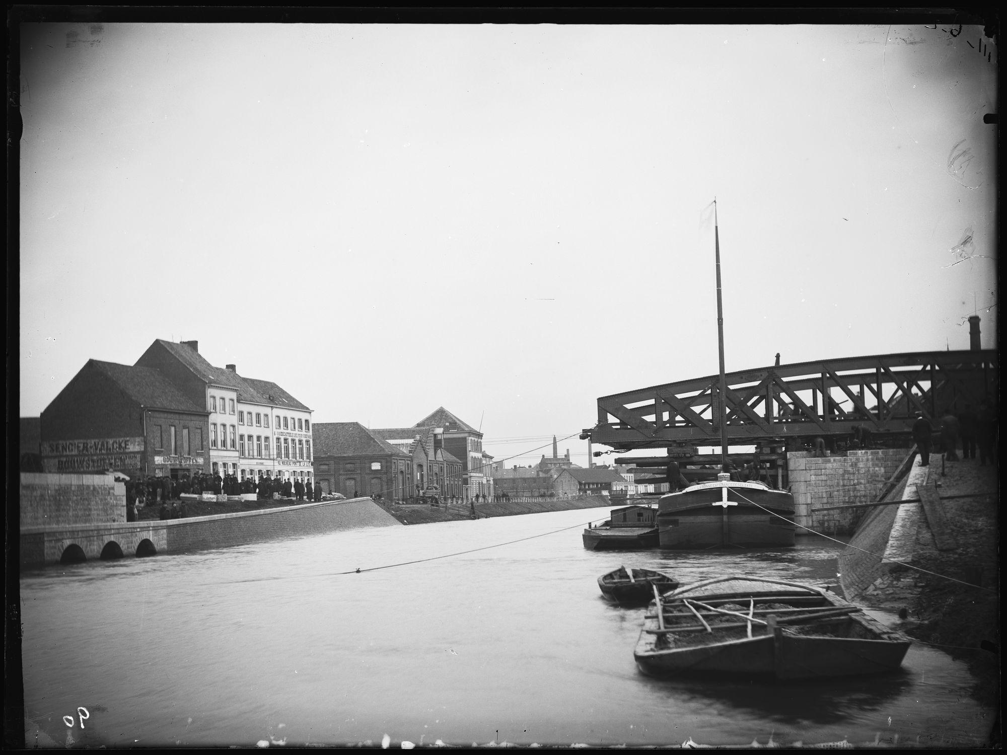 Noordbrug of Gerechtshofbrug en Nijverheidskaai in 1892