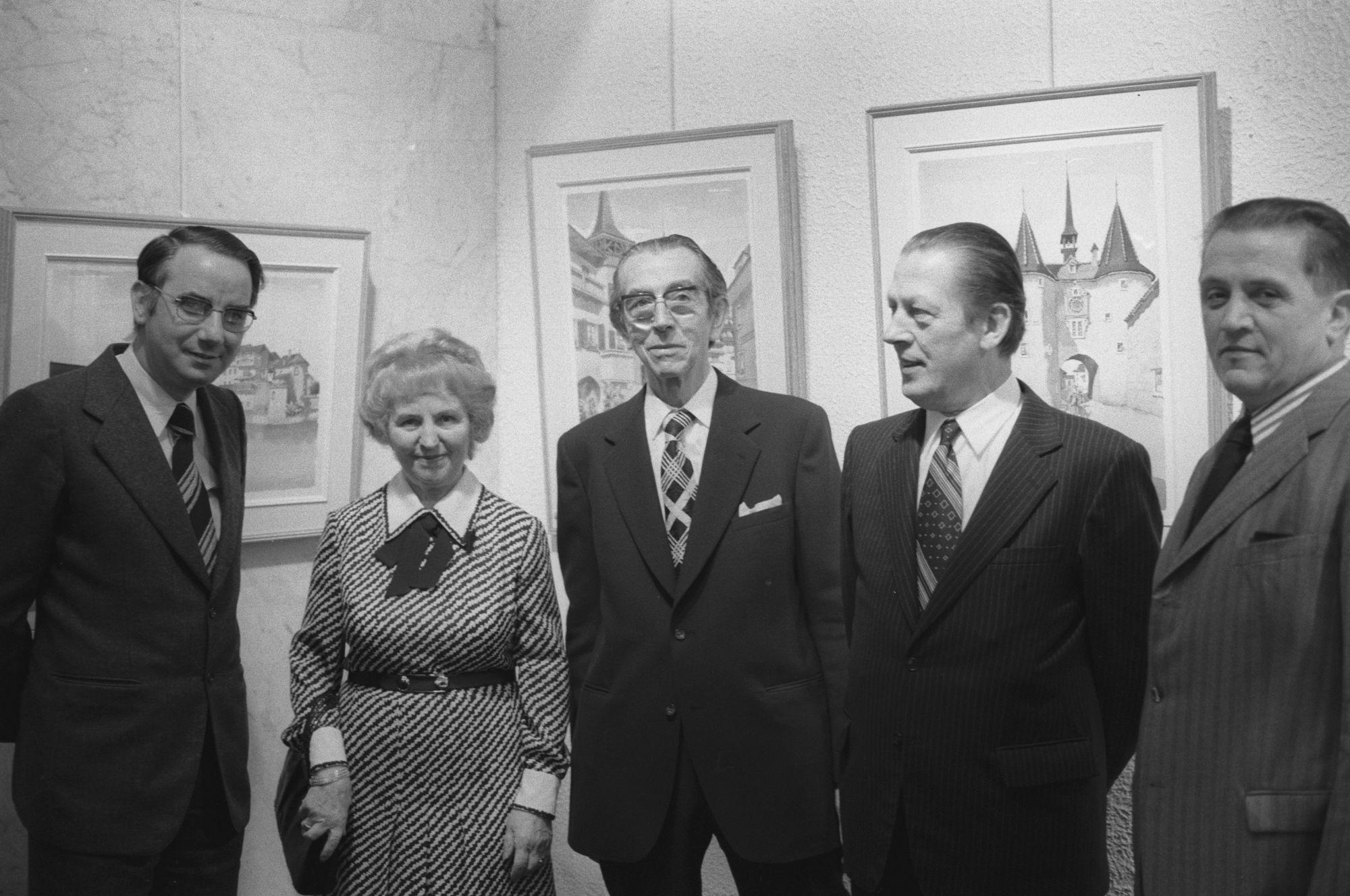 De Kortrijkse kunstschilder Gadeyne met o.a. burgemeester Lambrecht en Antoon Sansen