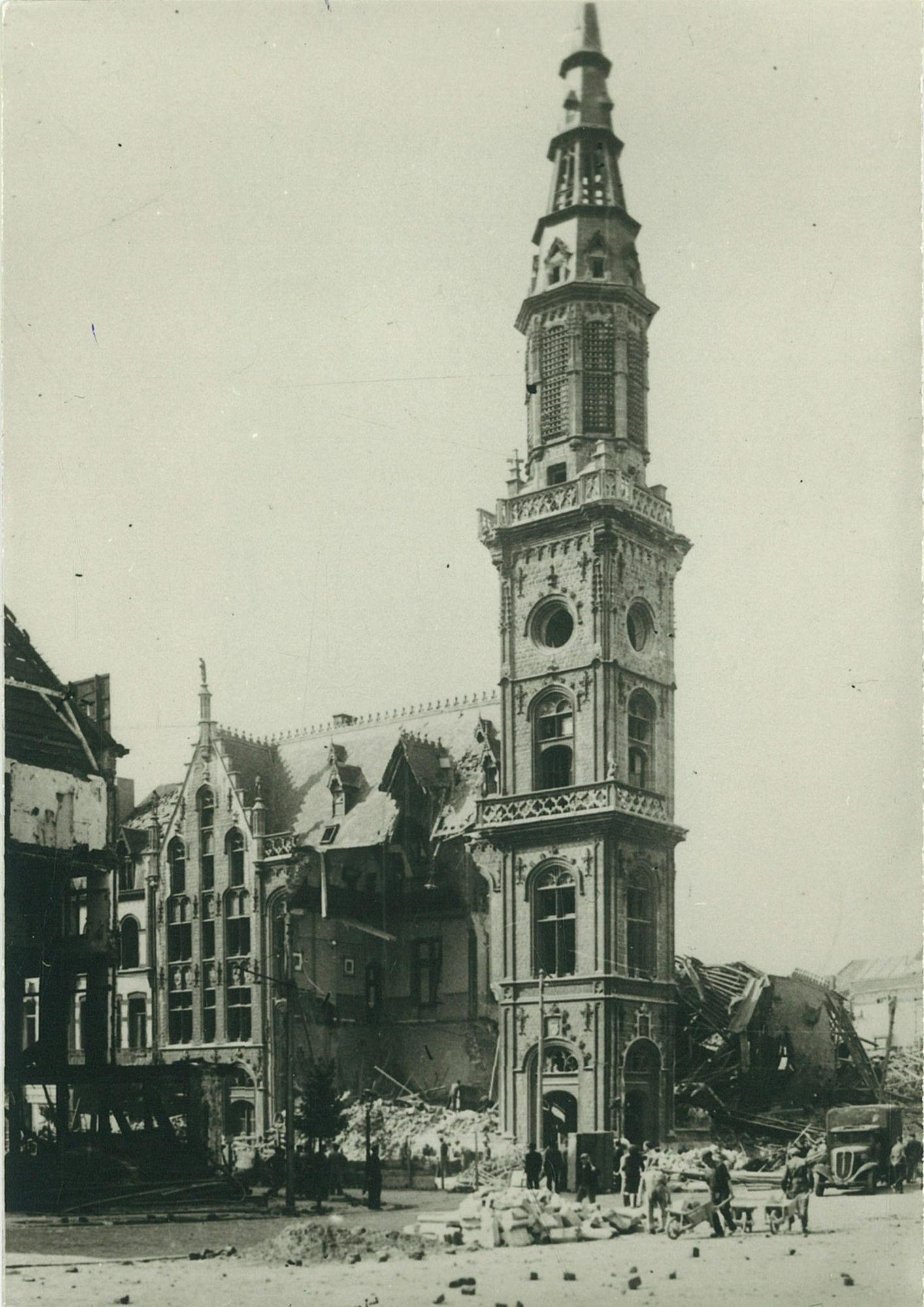 Schadebeeld postgebouw en Doorniksestraat