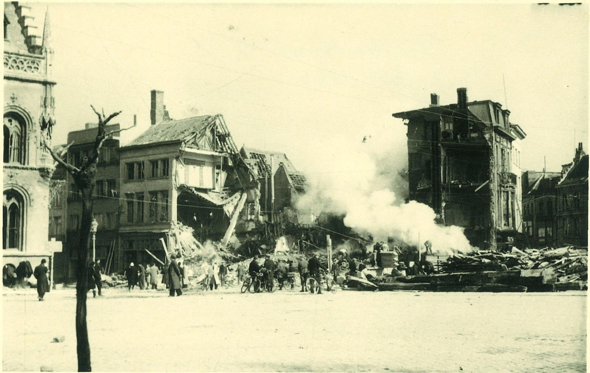 Hoek Onze-Lieve-Vrouwestraat en de Leiestraat in 1944.