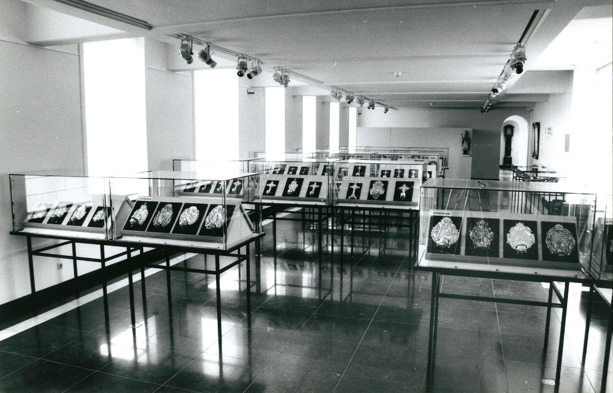 Tentoonstelling Zilveren Wijwatervaten in het Museum voor Schone Kunsten (Broelmuseum)