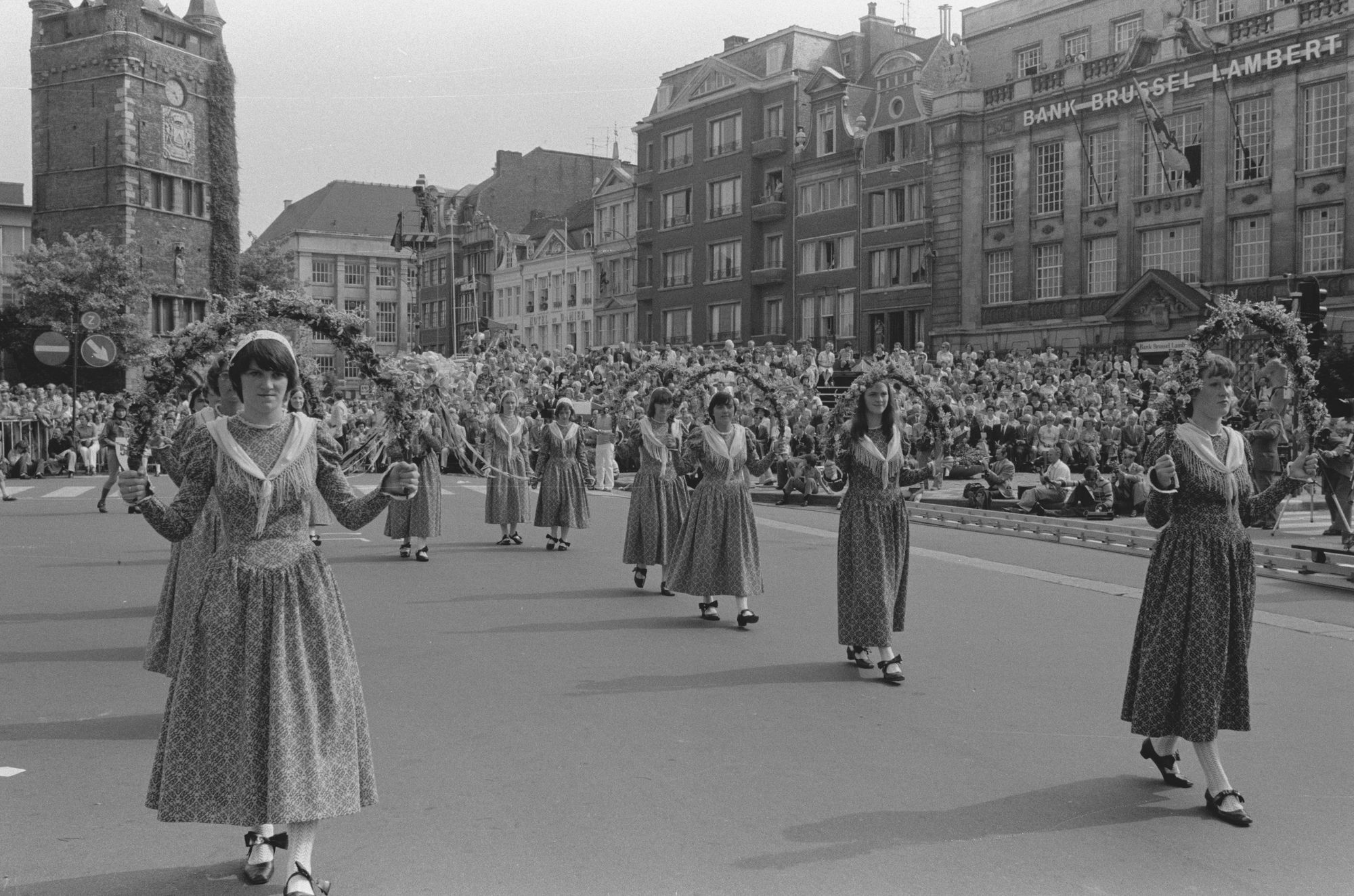 Historische stoet tijdens de 11 juliviering 1982
