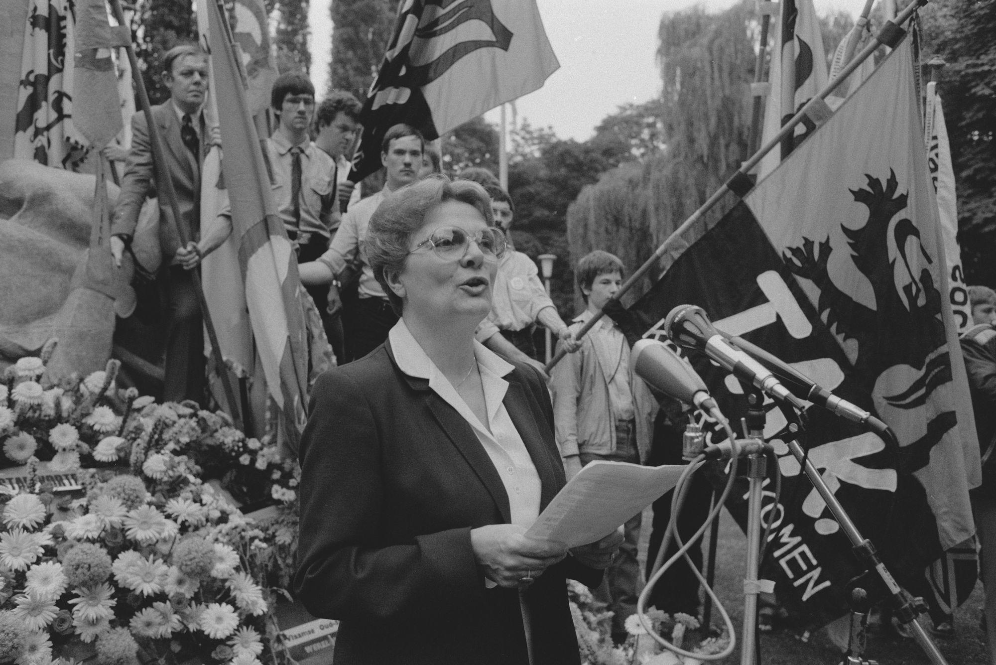 Massazang tijdens de 11 juliviering 1982