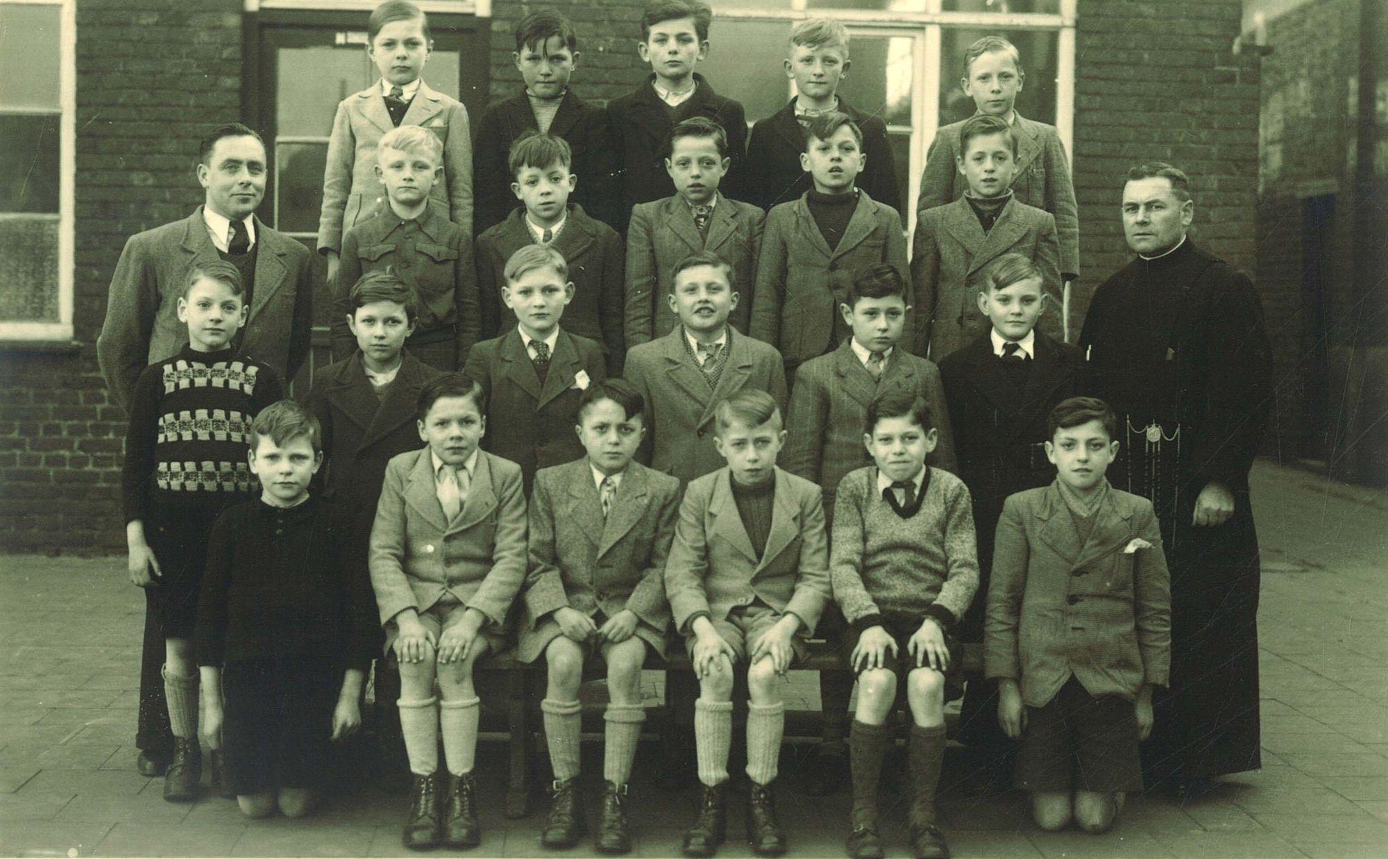Klasfoto 4e leerjaar B 1949, Broederschool Overleie