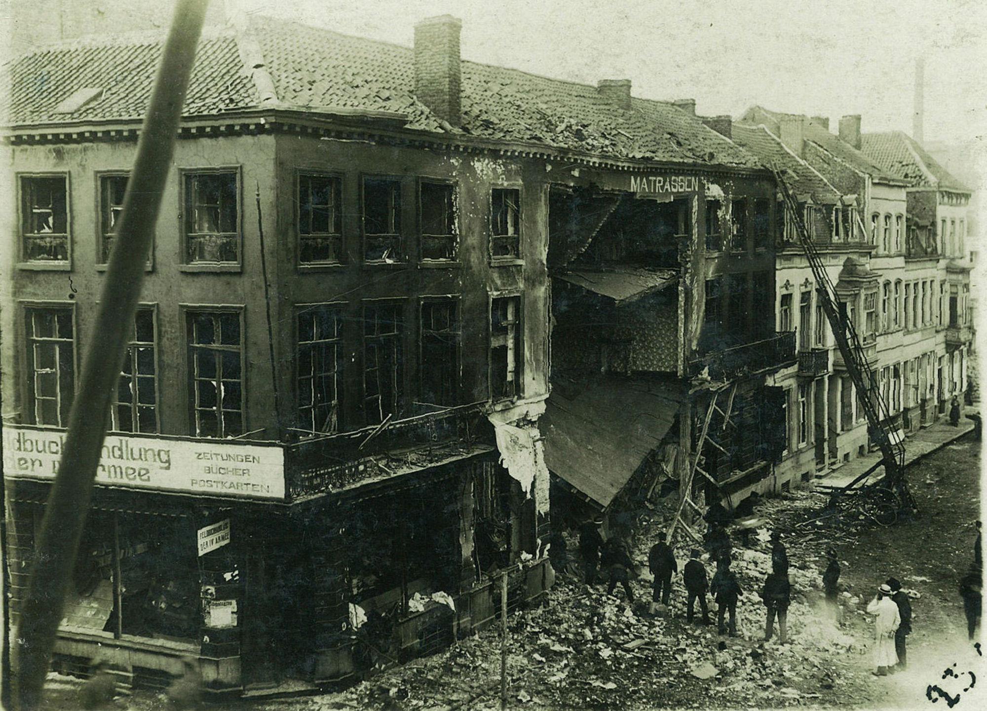 Hoek Leiestraat en Dolfijnkaai in 1917