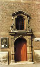 Ingang Rijksarchief en Stedelijke Bibliotheek