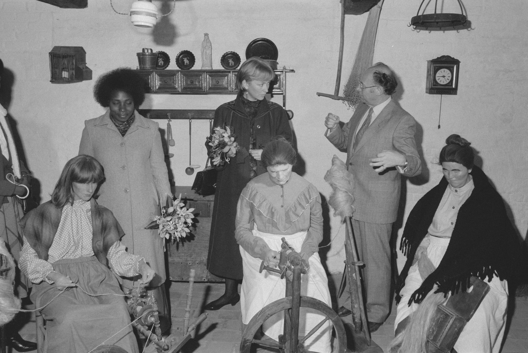 Bezoek van prinses Paola aan het Vlasmuseum