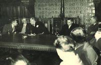 Bijeenkomst in de historische schepenzaal