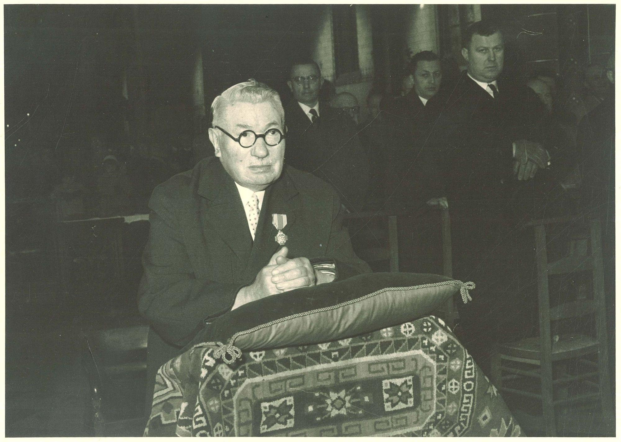 Toekenning van een onderscheidingsteken aan Albert De Caluwé