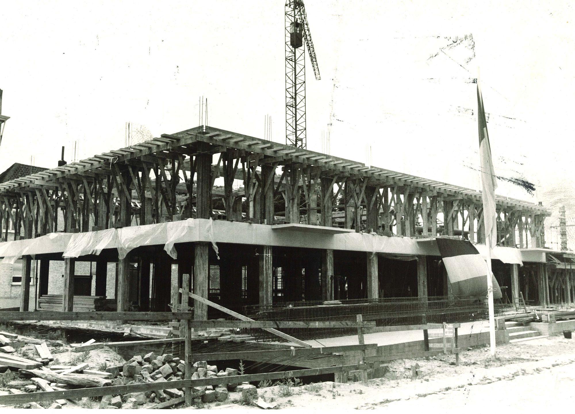 Onze-Lieve-Vrouwhospitaal in opbouw