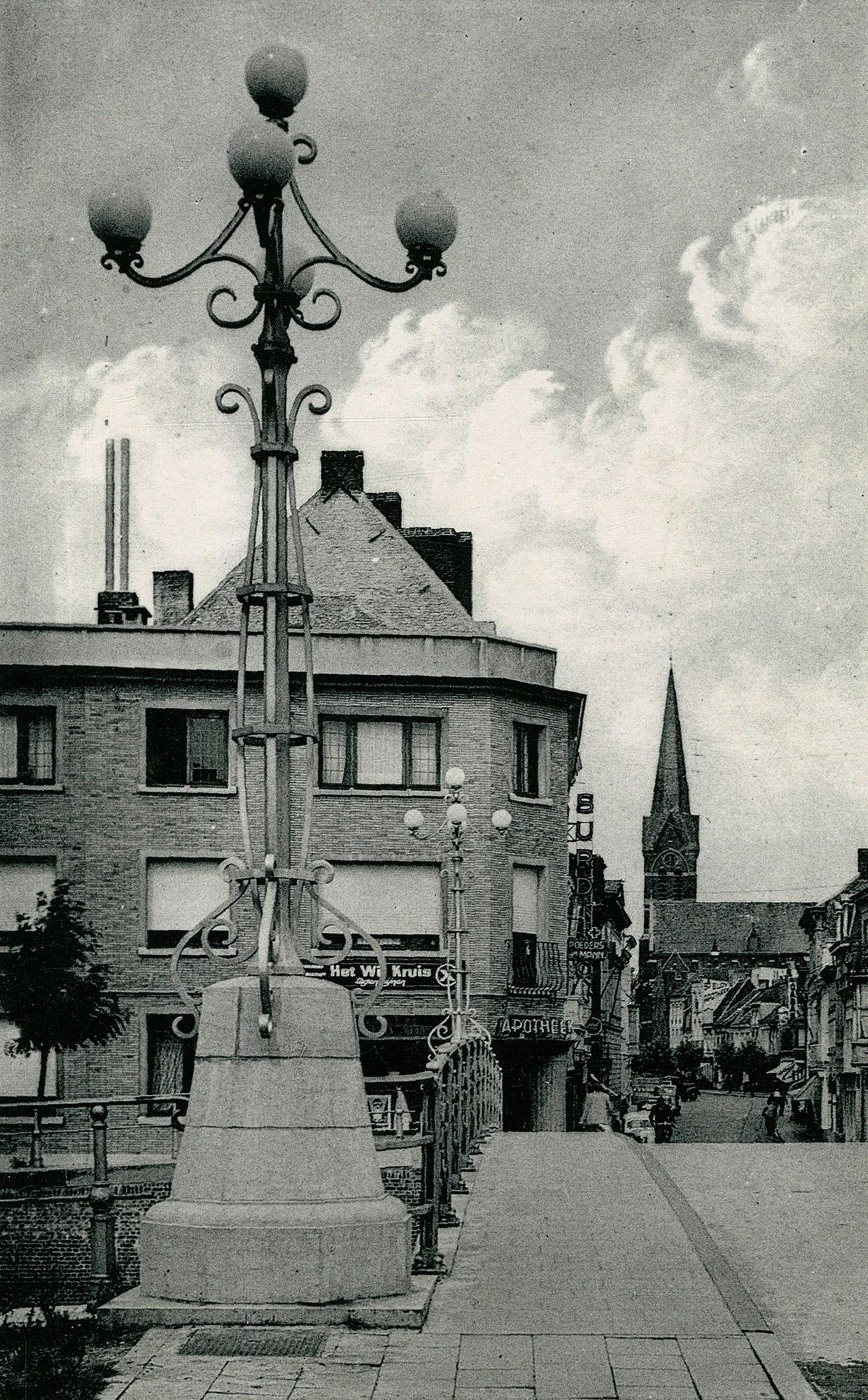 Overleiestraat vanaf de  Budabrug (Overleie)