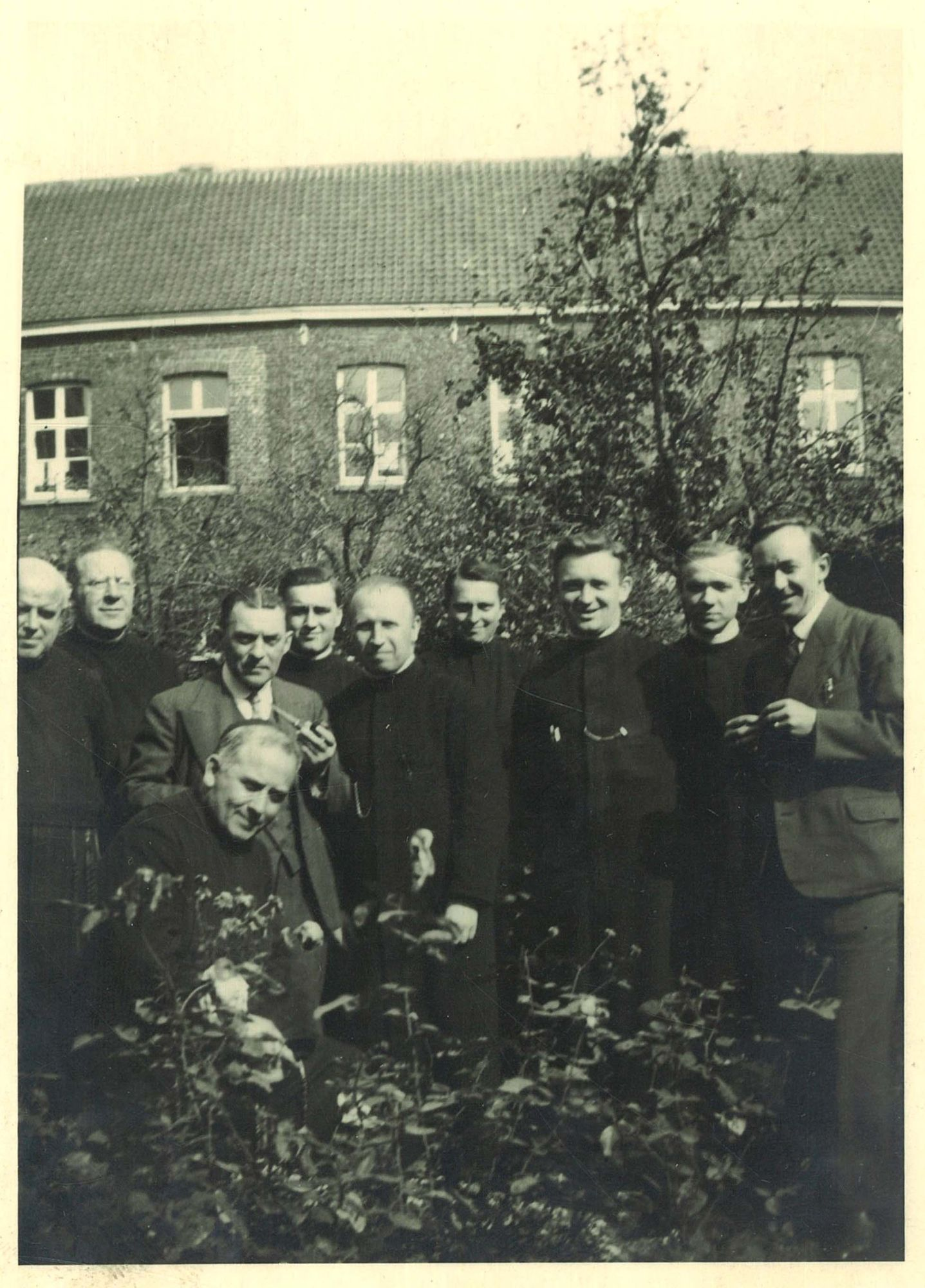 Groepsfoto broeders en leraren van de Broederschool Overleie