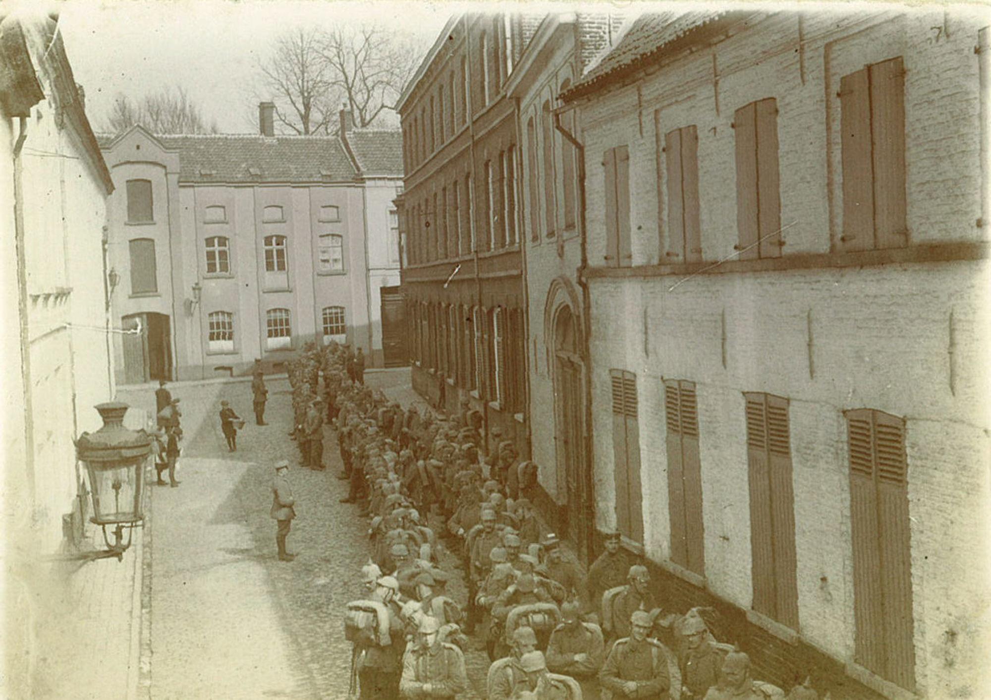 Duitse troepen in de Handboogstraat