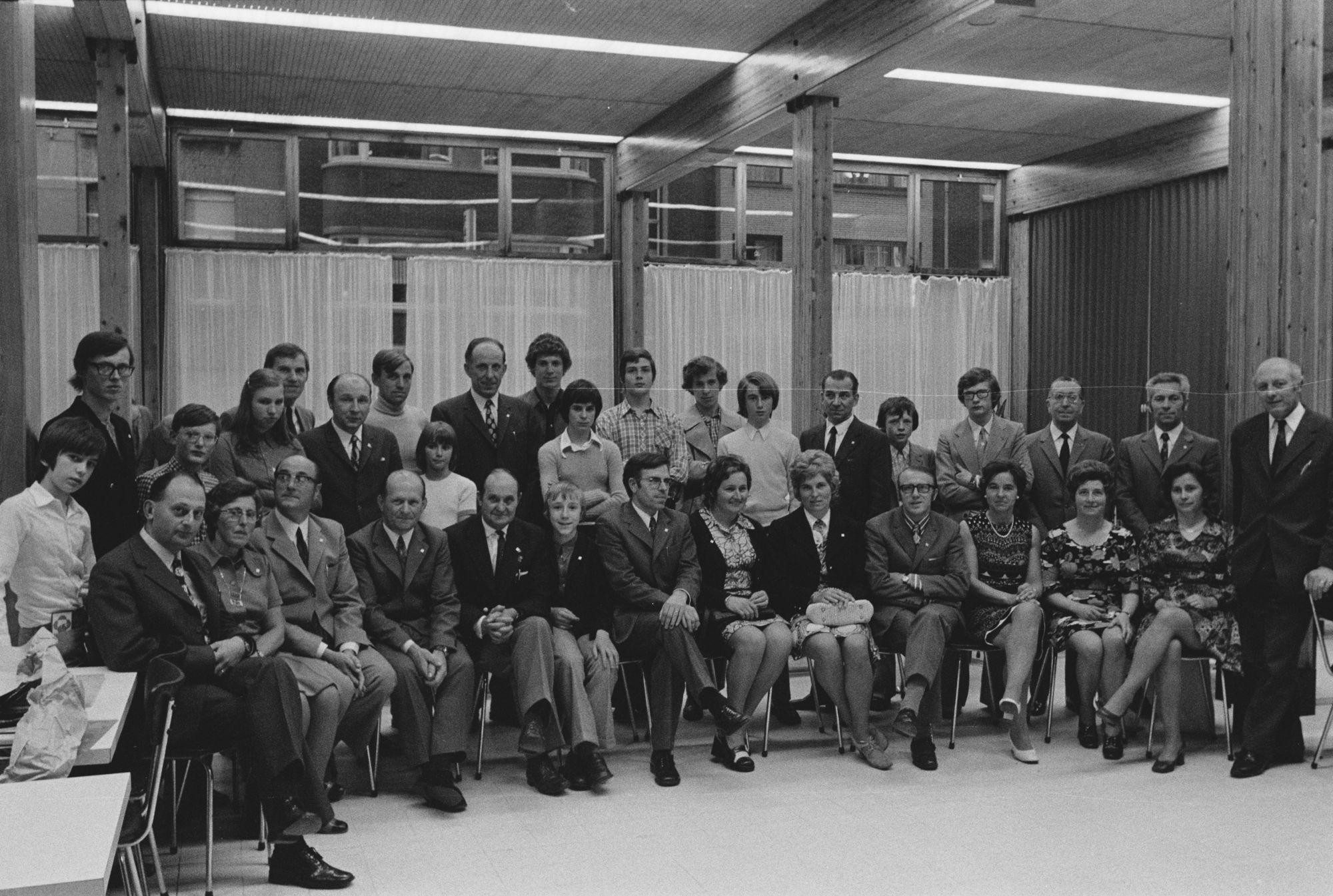 Groepfoto naar aanleiding van 50 jaar CM