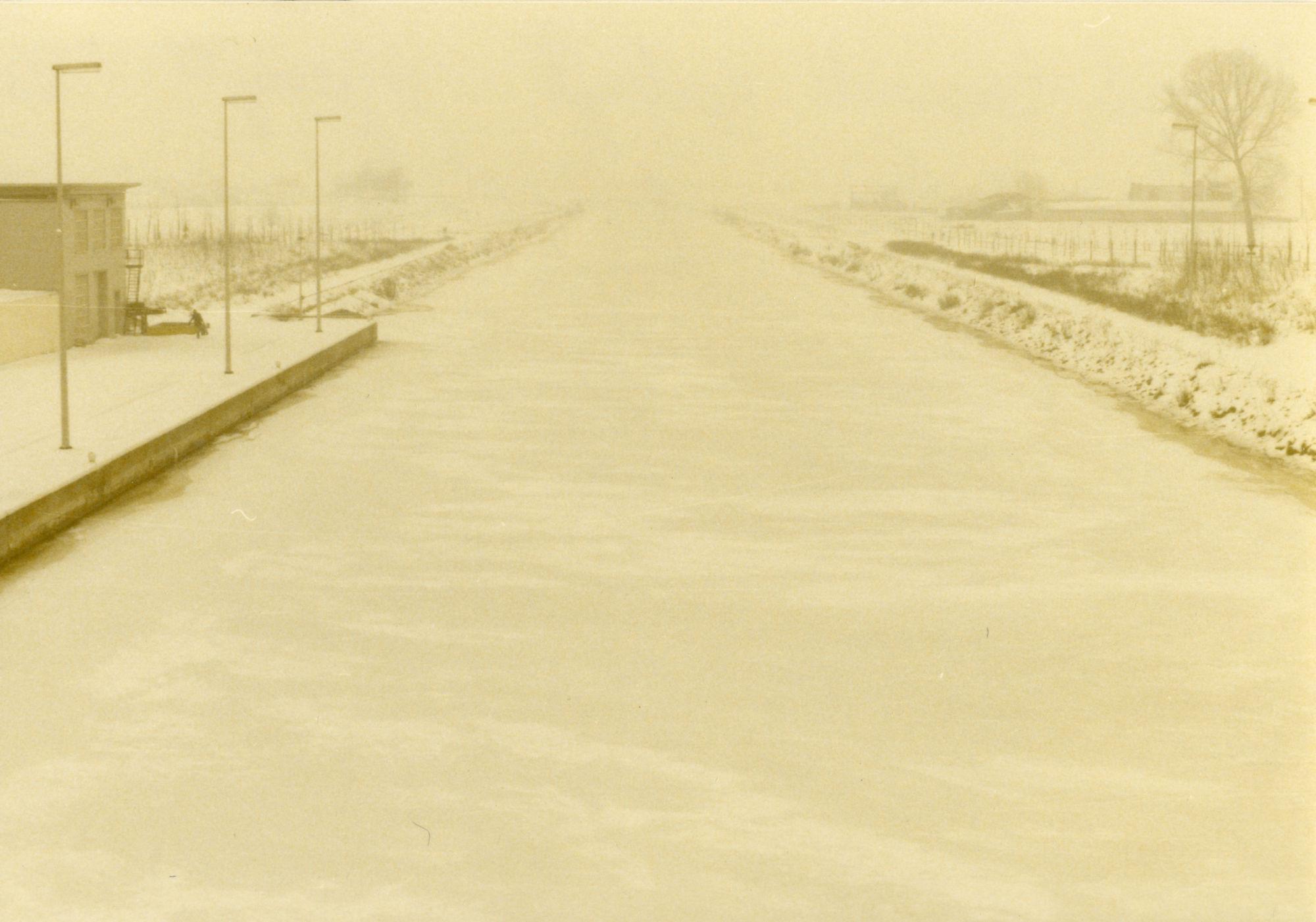 Ijsvorming op kanaal Bossuit-Kortrijk aan de sluis te Moen 1985