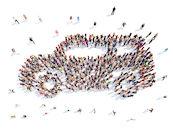 Auto gevormd door mensen