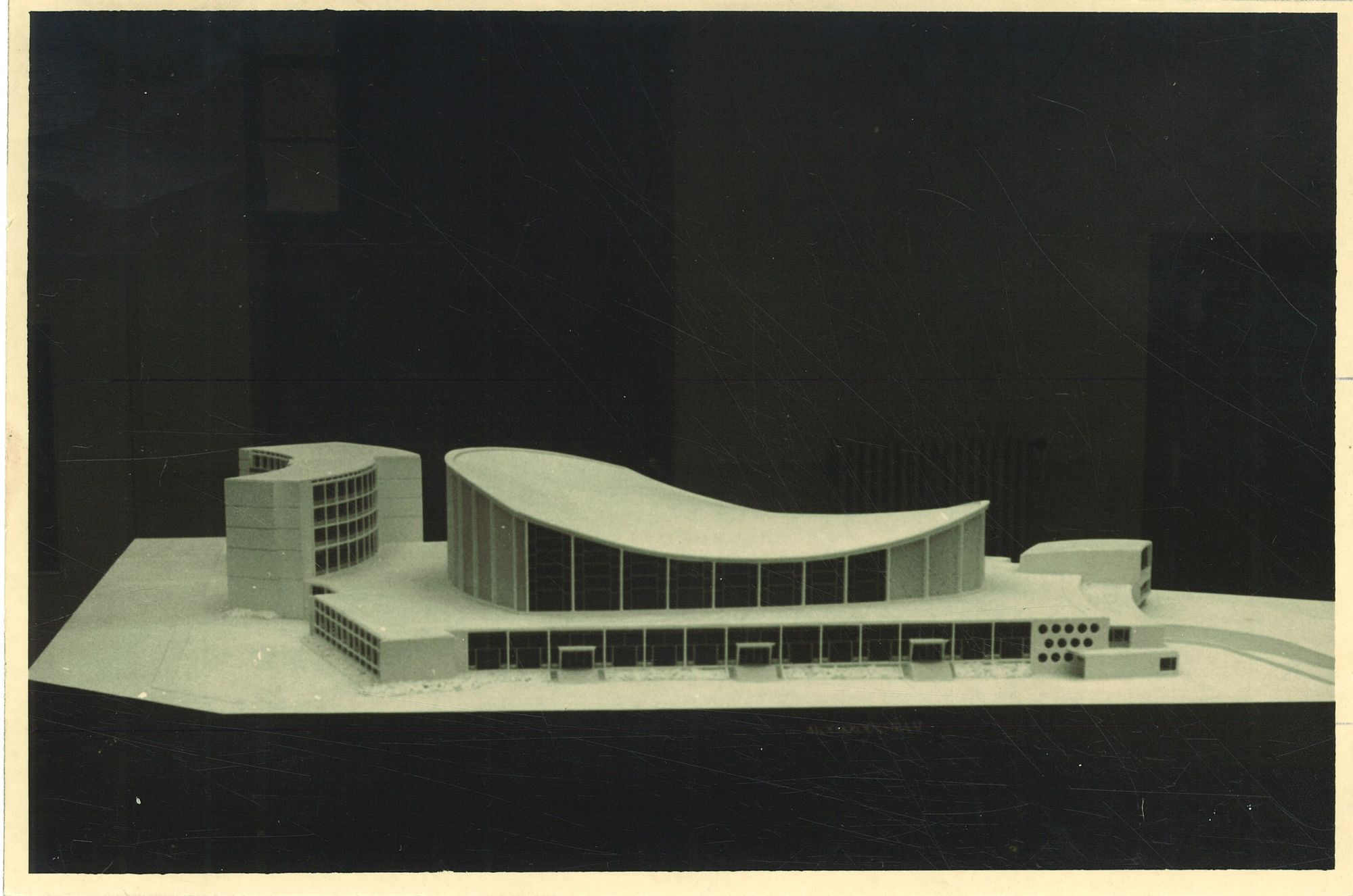 Maquette van de Leielandhalle