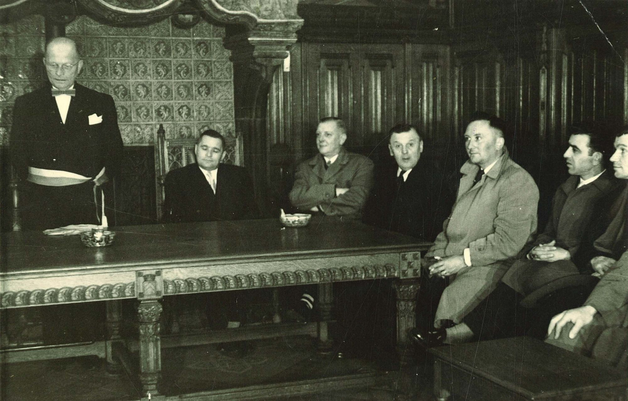 Burgemeester Jules Coussens in het stadhuis