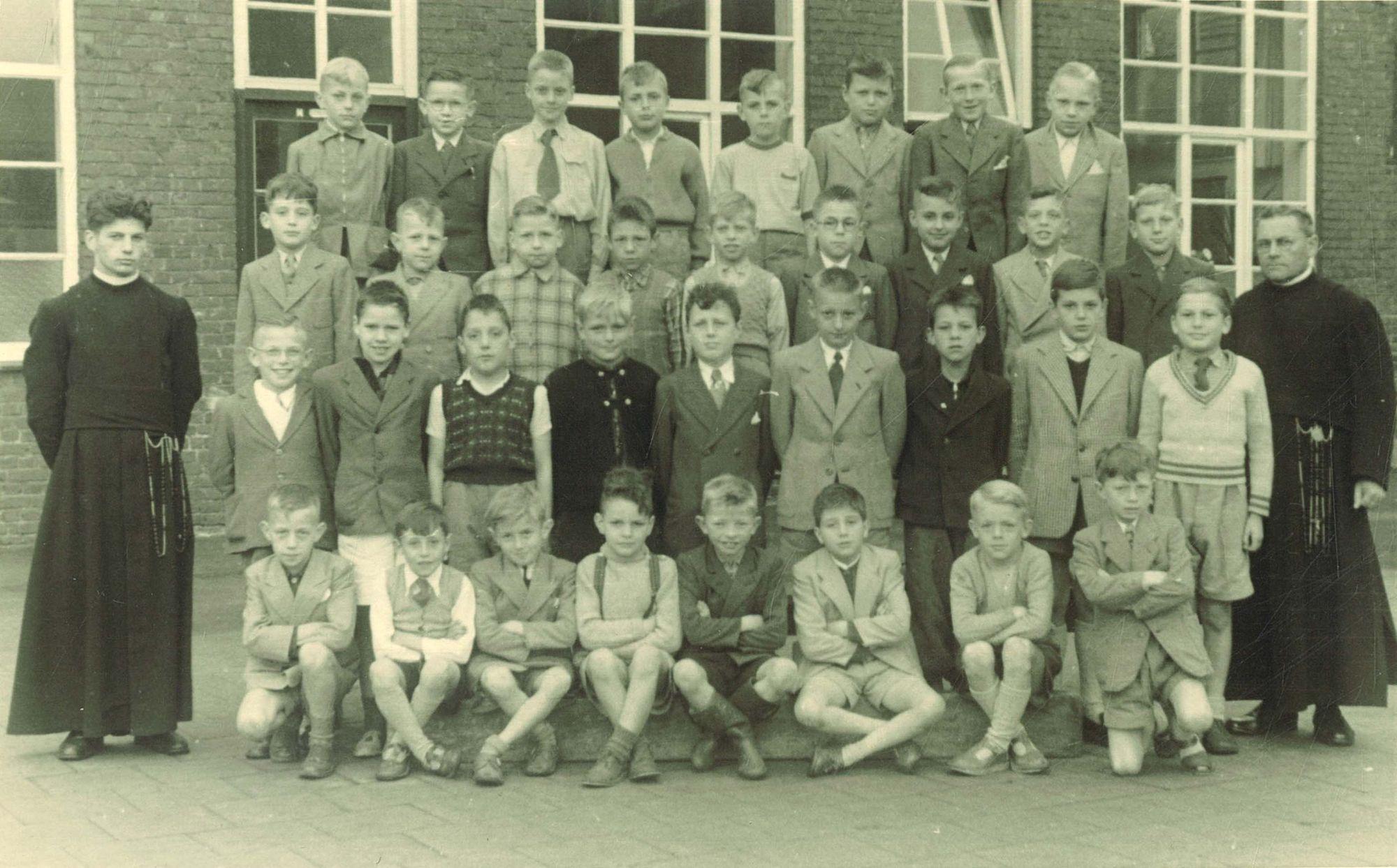 Klasfoto 3e leerjaar Broederschool Overleie 1954