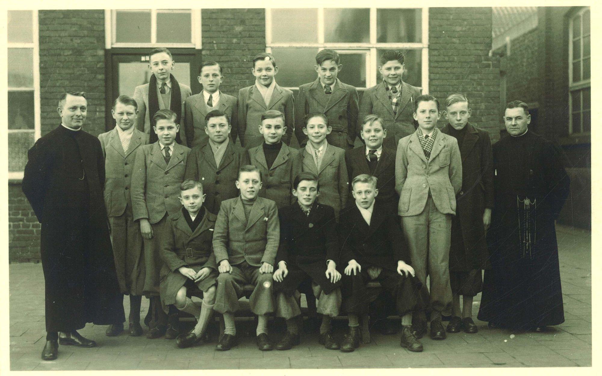 Klasfoto 8e leerjaar 1949, Broederschool Overleie